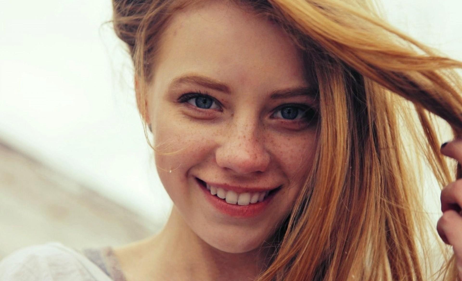 cute smile nude women