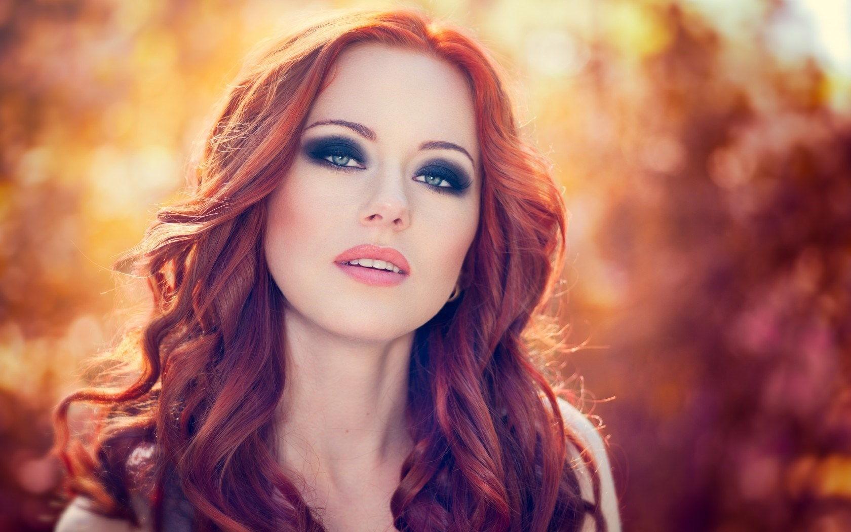 Вечерний макияж для голубых глаз с рыжими волосами