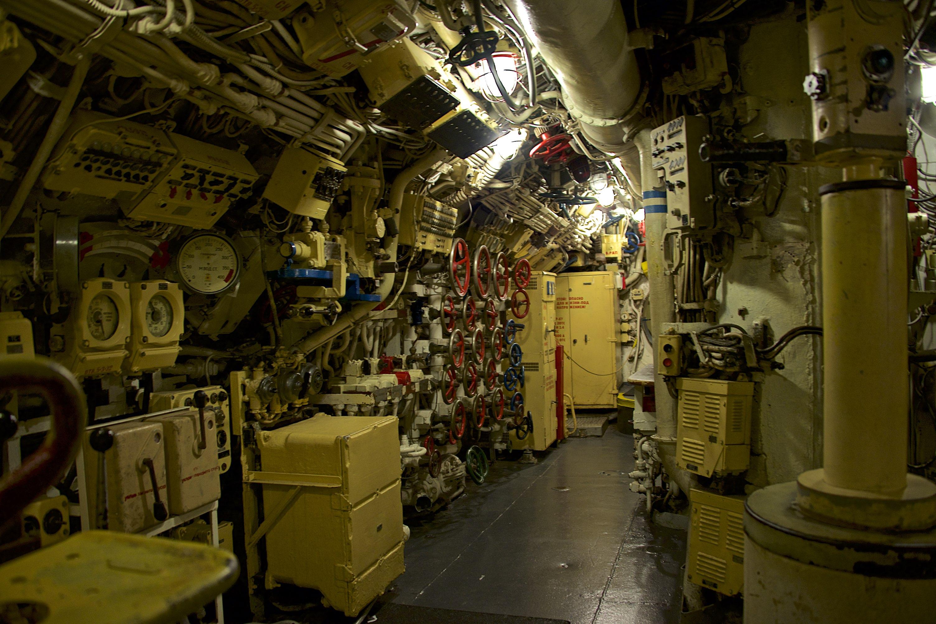 Внутри атомной подводной лодки фото