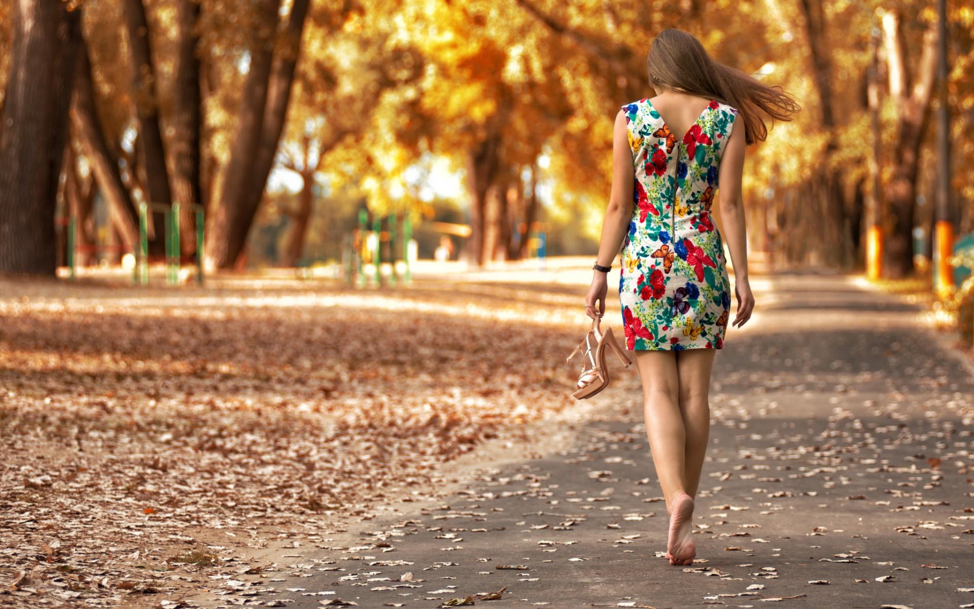 https://get.wallhere.com/photo/fall-women-outdoors-women-model-barefoot-park-outdoors-photography-dress-fashion-spring-color-autumn-child-girl-beauty-season-photograph-photo-shoot-6537.jpg