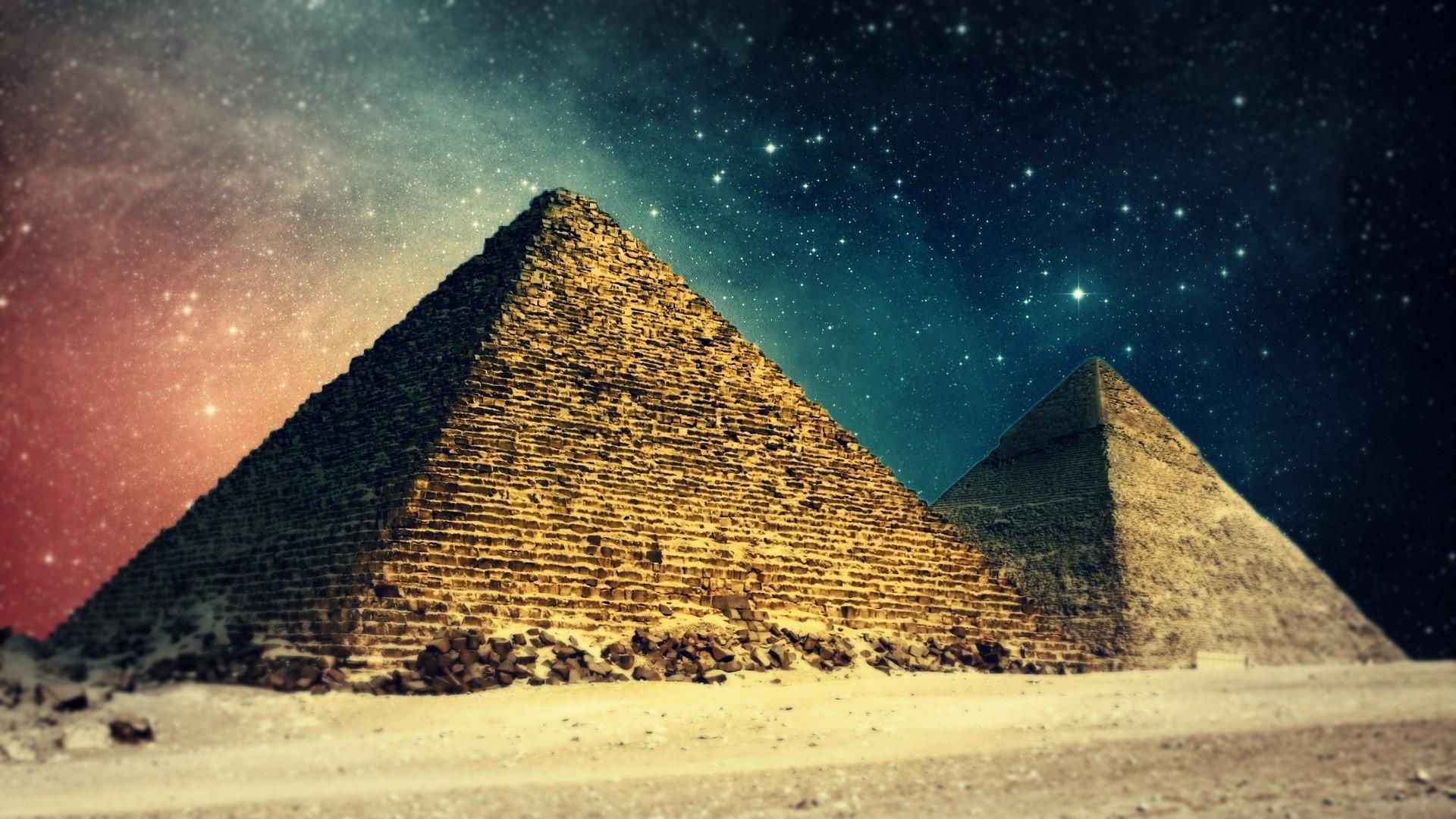 пирамида на фотообоях фото переживания затягивают нас