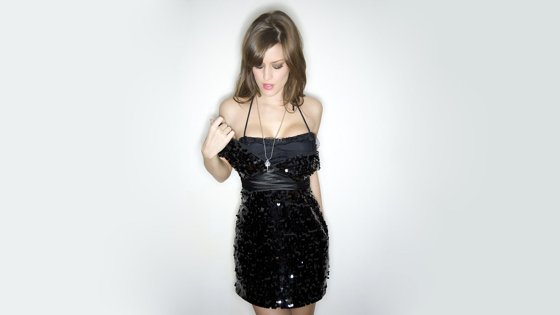 Wallpaper Femme Model Simple Background Dress Brunette