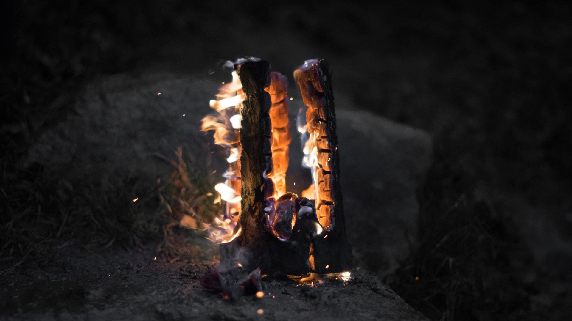 Wallpaper Api Unggun Di Luar Mewarnai Selektif
