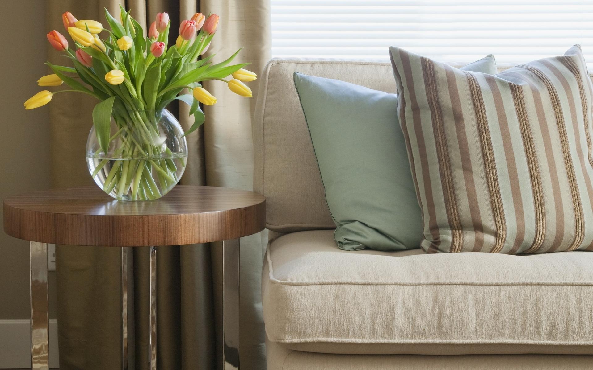 Blumen Zimmer Tulpen Tabelle Sessel Innenarchitektur Sofa Entwurf Vase  Möbel Textil  Kissen Streifen Wohnzimmer Bettdecke