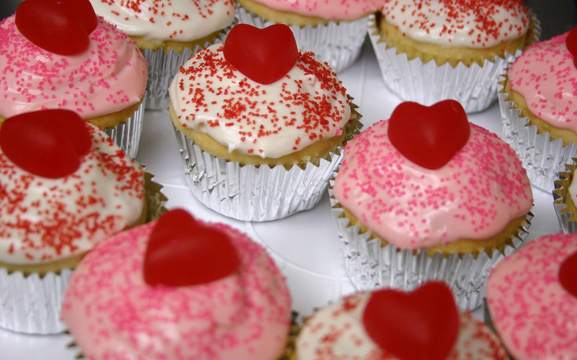 Lebensmittel Herz Erdbeeren Kuchen Cupcakes Valentinstag Rosa Dessert  Backen Glasur Erdbeere Süße Produzieren Cupcake Fudge Buttercreme