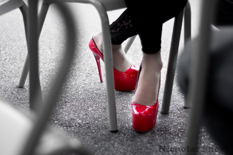 загружайте картинки черные красные с обувью заказ через интернет