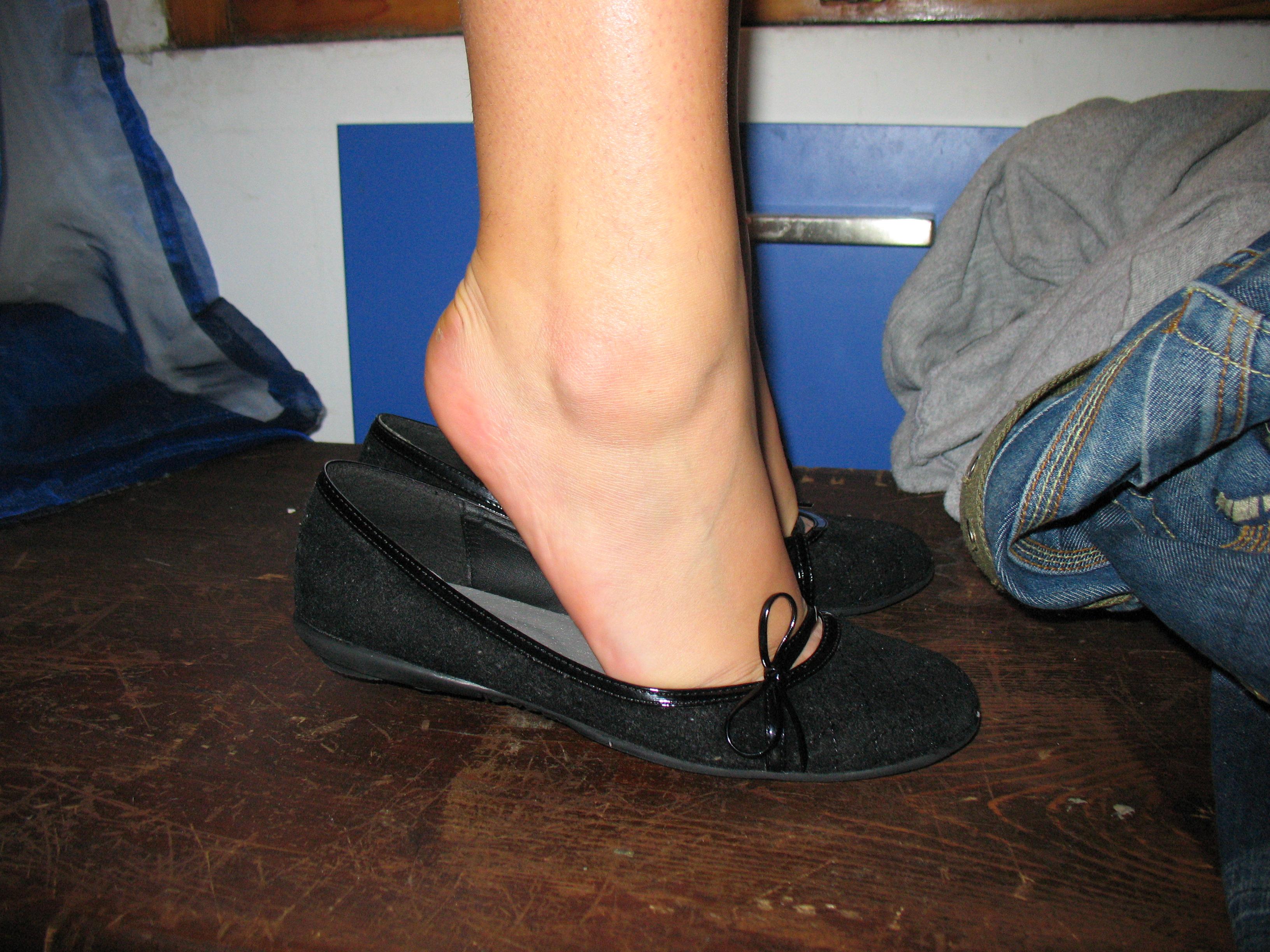 надела себя как женщины снимают туфельки видео это доказанный факт