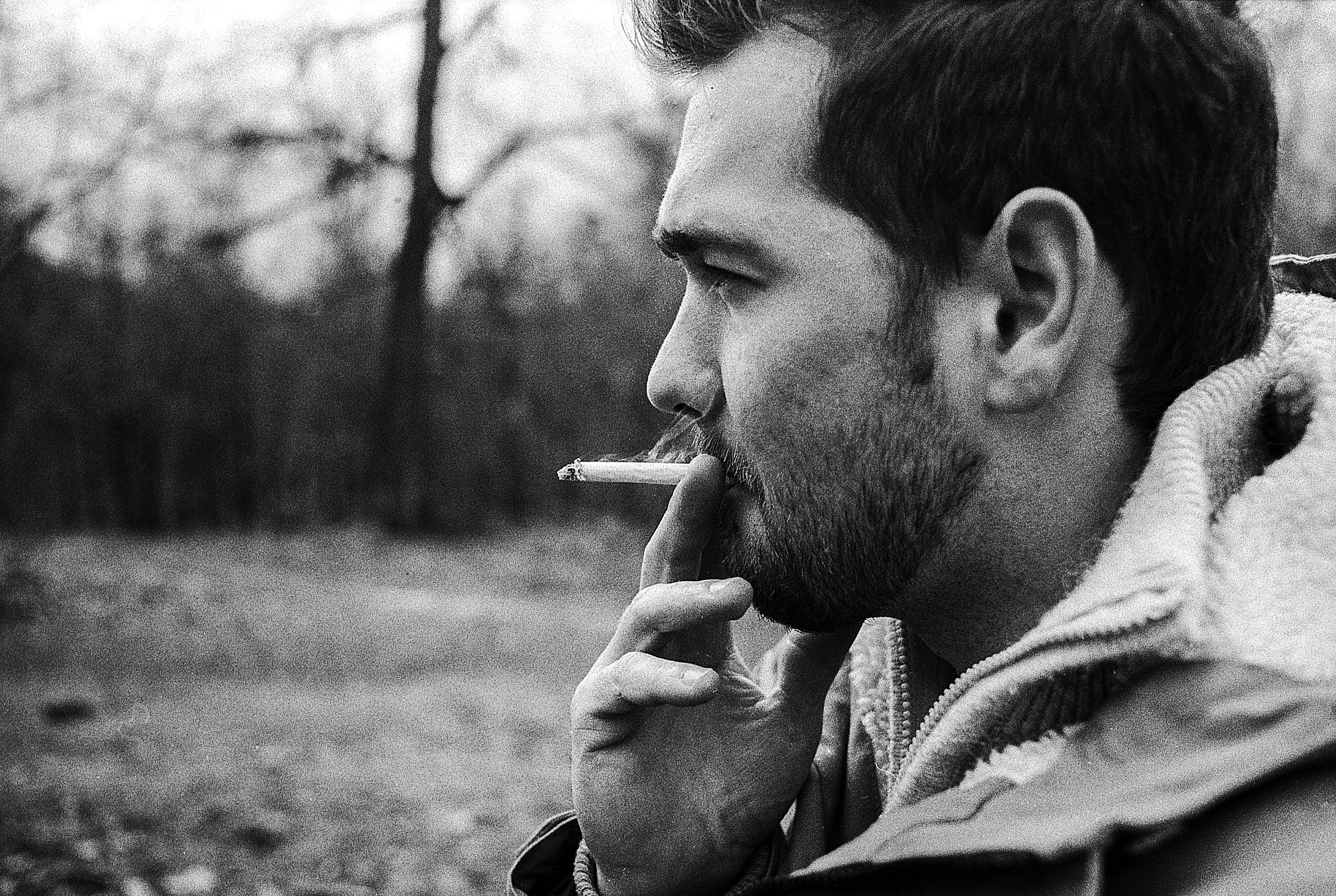 660 Gambar Keren Orang Merokok Gratis Terbaru