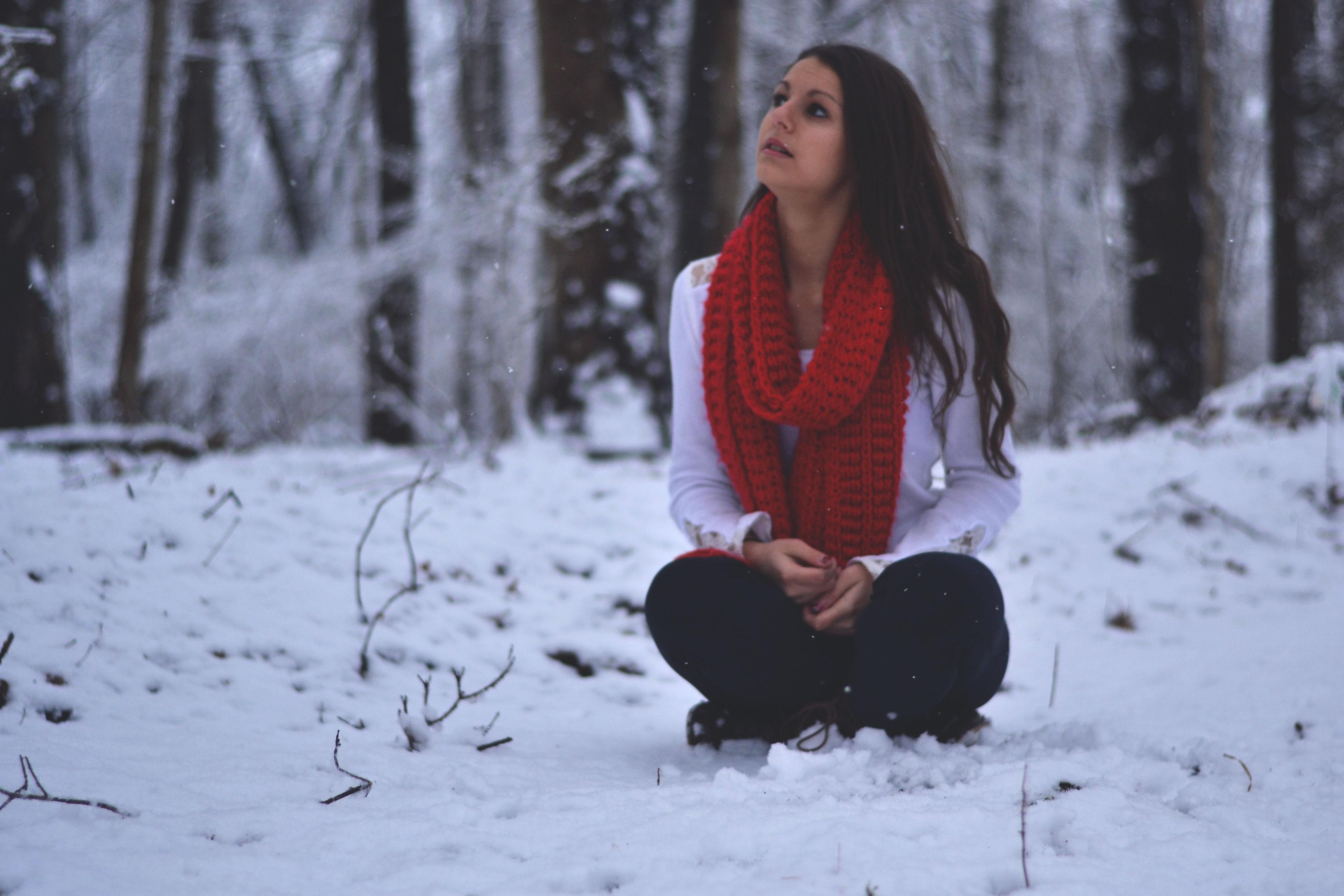 был картинки с красивыми сидящими на снегу приезжайте