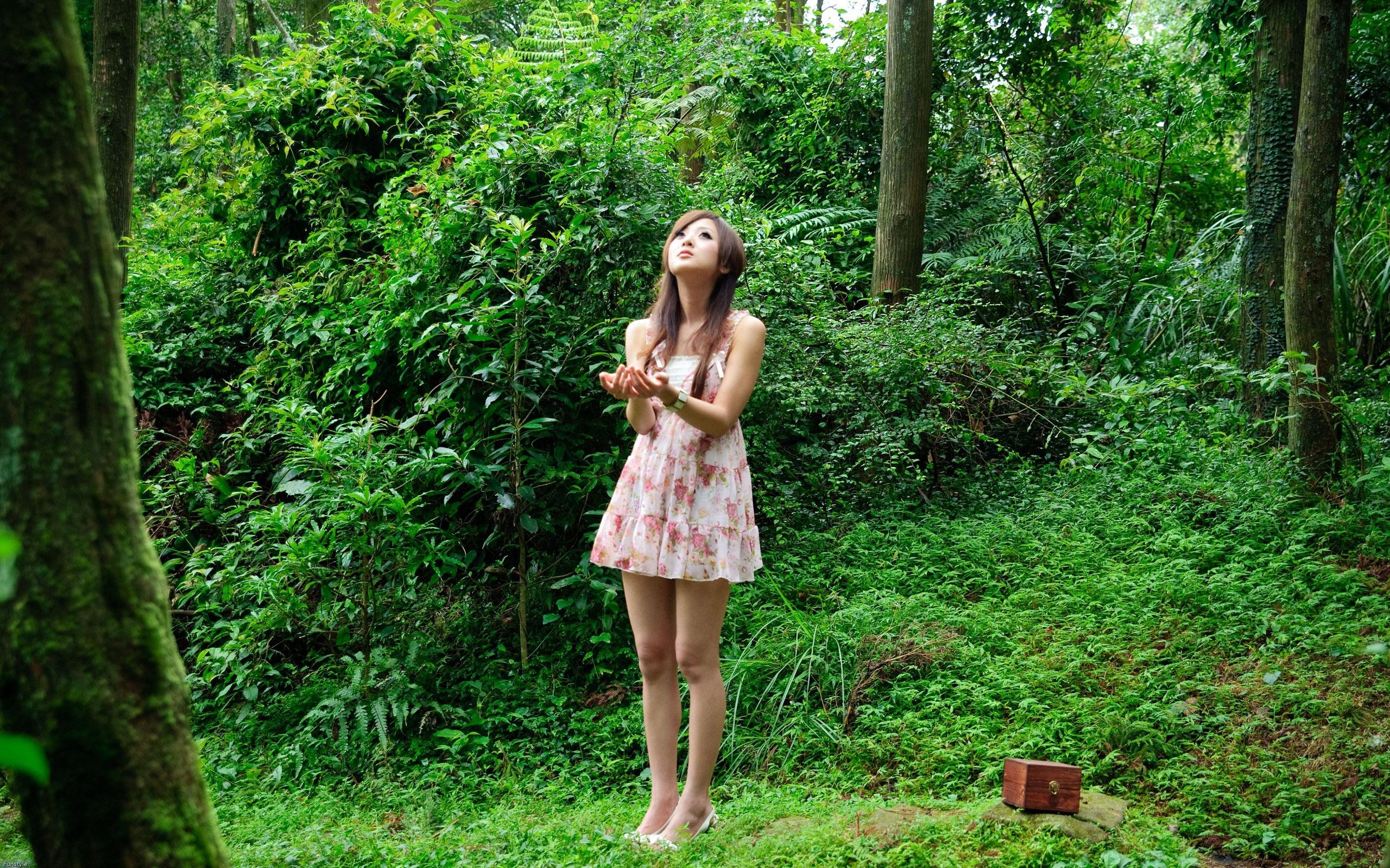 Girls Outdoor Pics