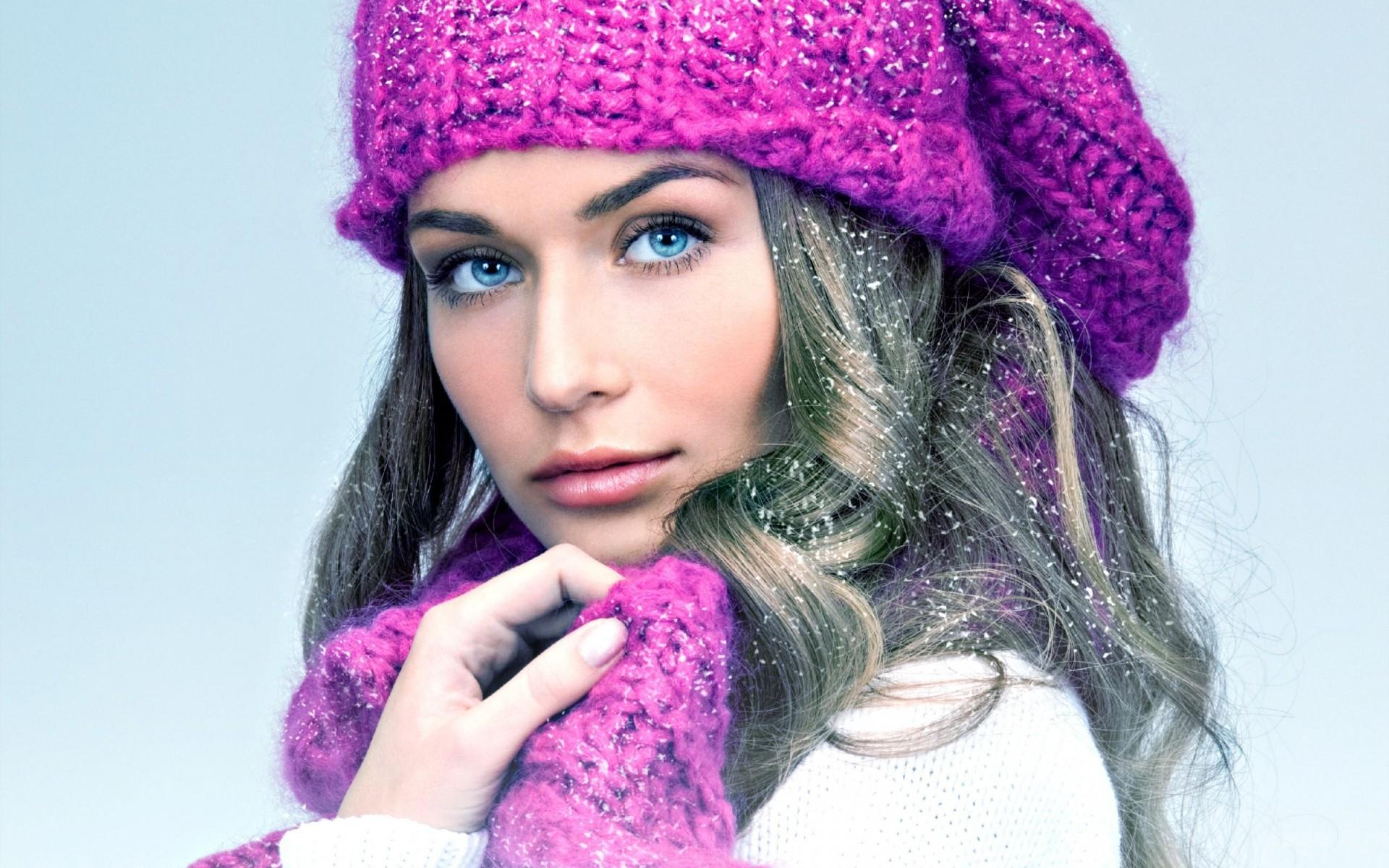 Фото красивых девушек в шапках вязаных