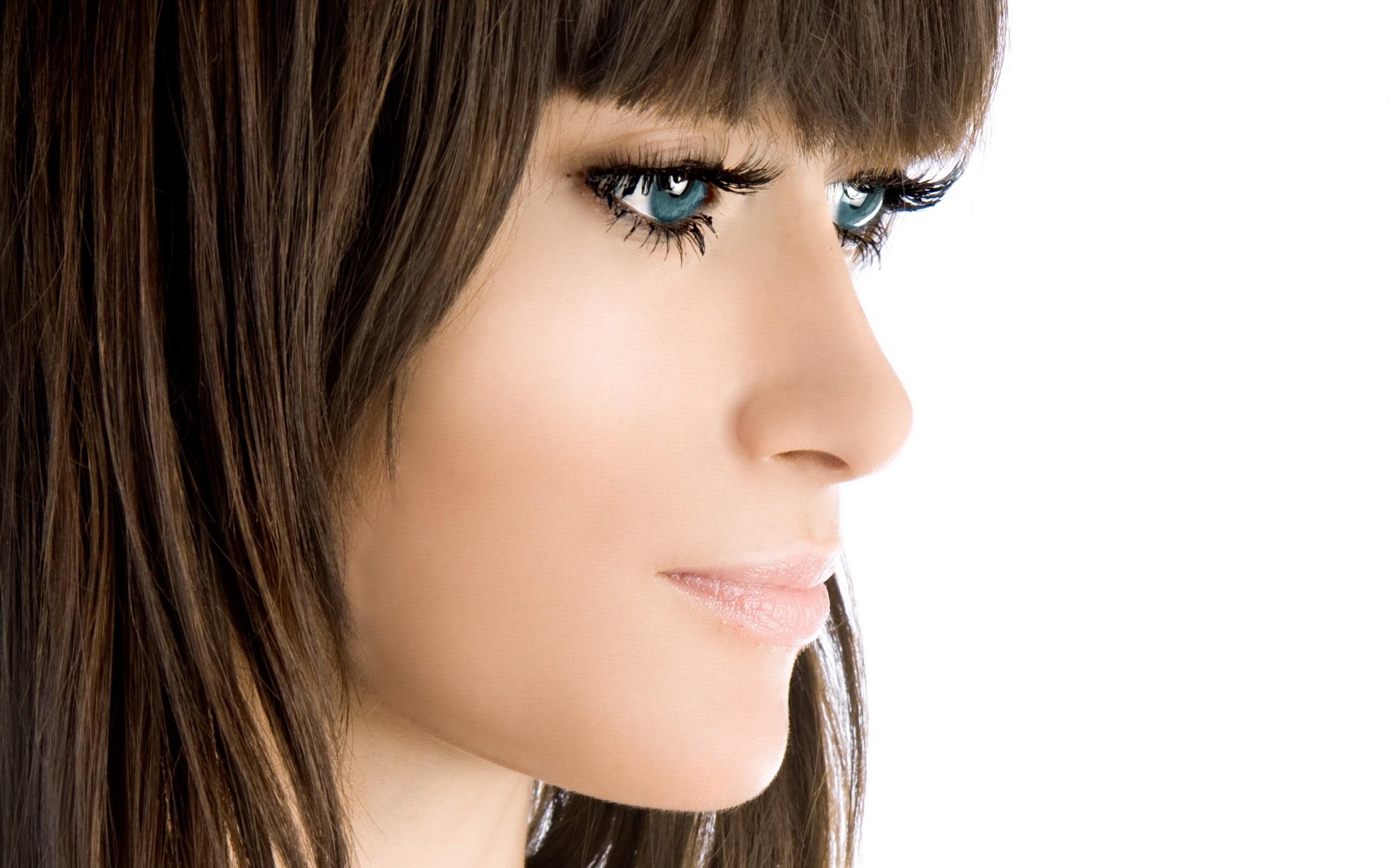 Фото девушек с красивым носом #10
