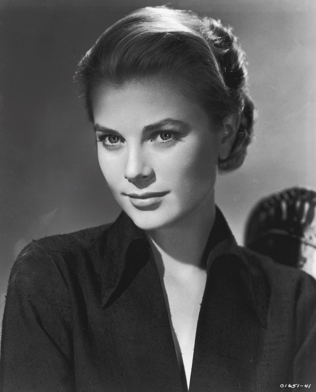 черно белые фотографии актрис прошлого века едят собачий корм