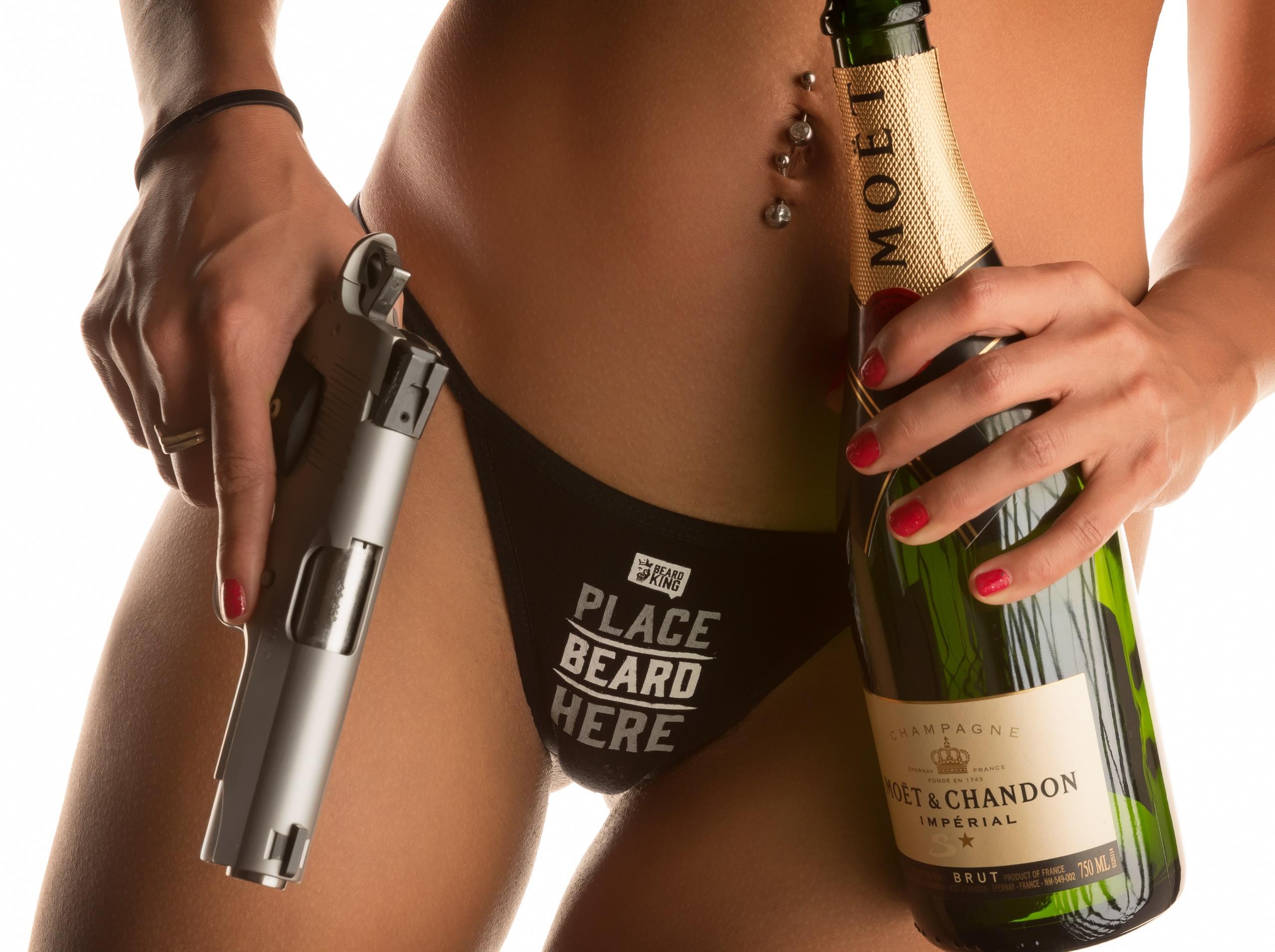 Секс с бутылкой шампанского фото, врач дрочит член на пациента смотреть онлайн