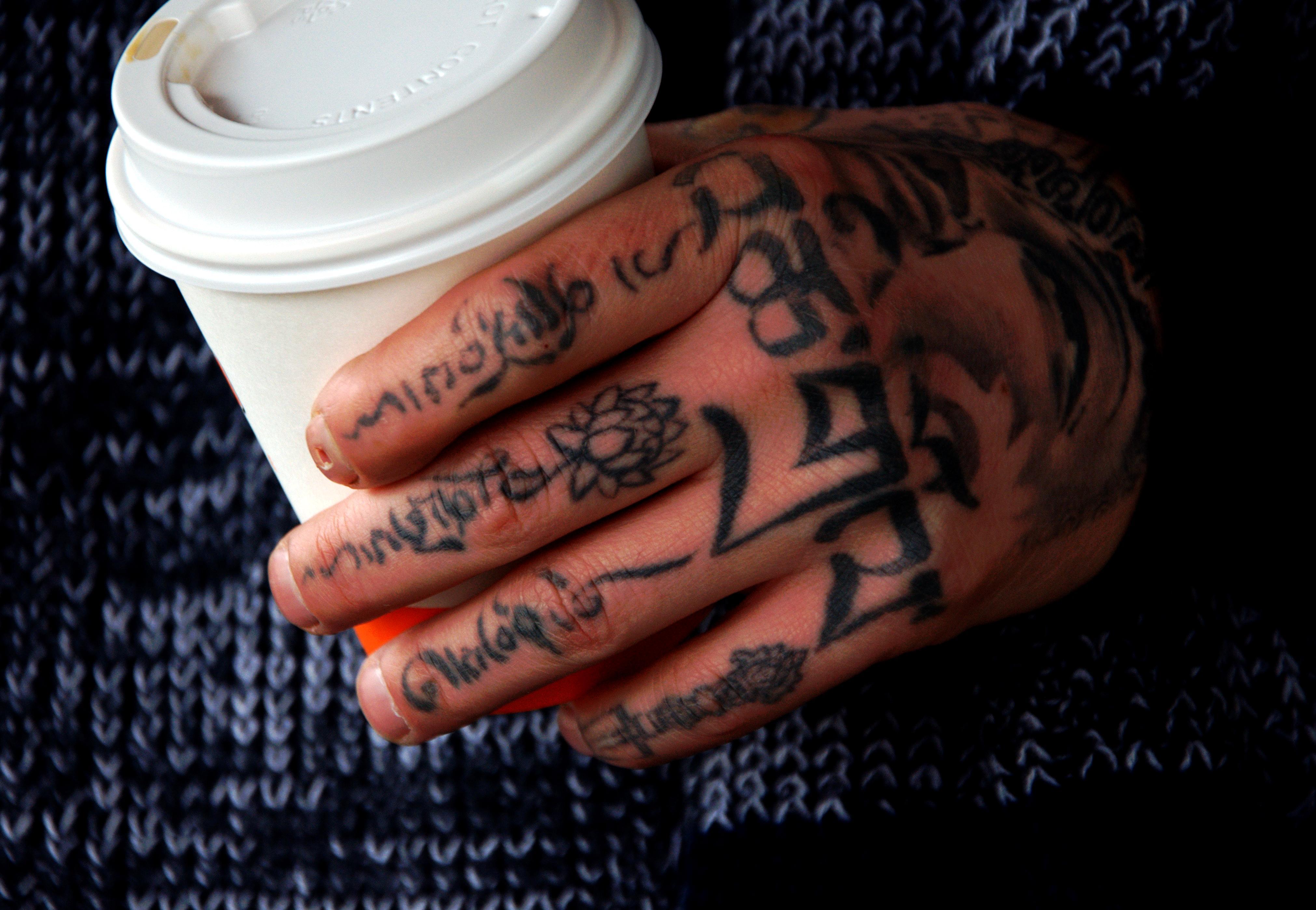 hand finger nagel temporary tattoo muster entwurf arm schriftart ttowierung henna handmodell - Nagel Muster