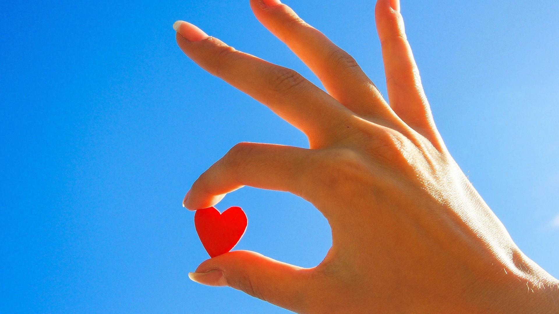 способ картинки сердца руками и пальцами изменить размер