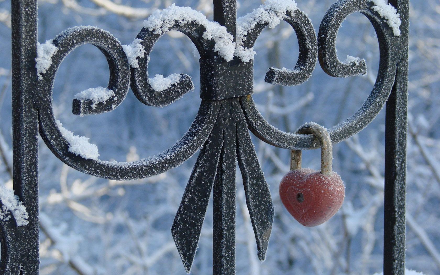 Картинки с зимним пятницей есть везде