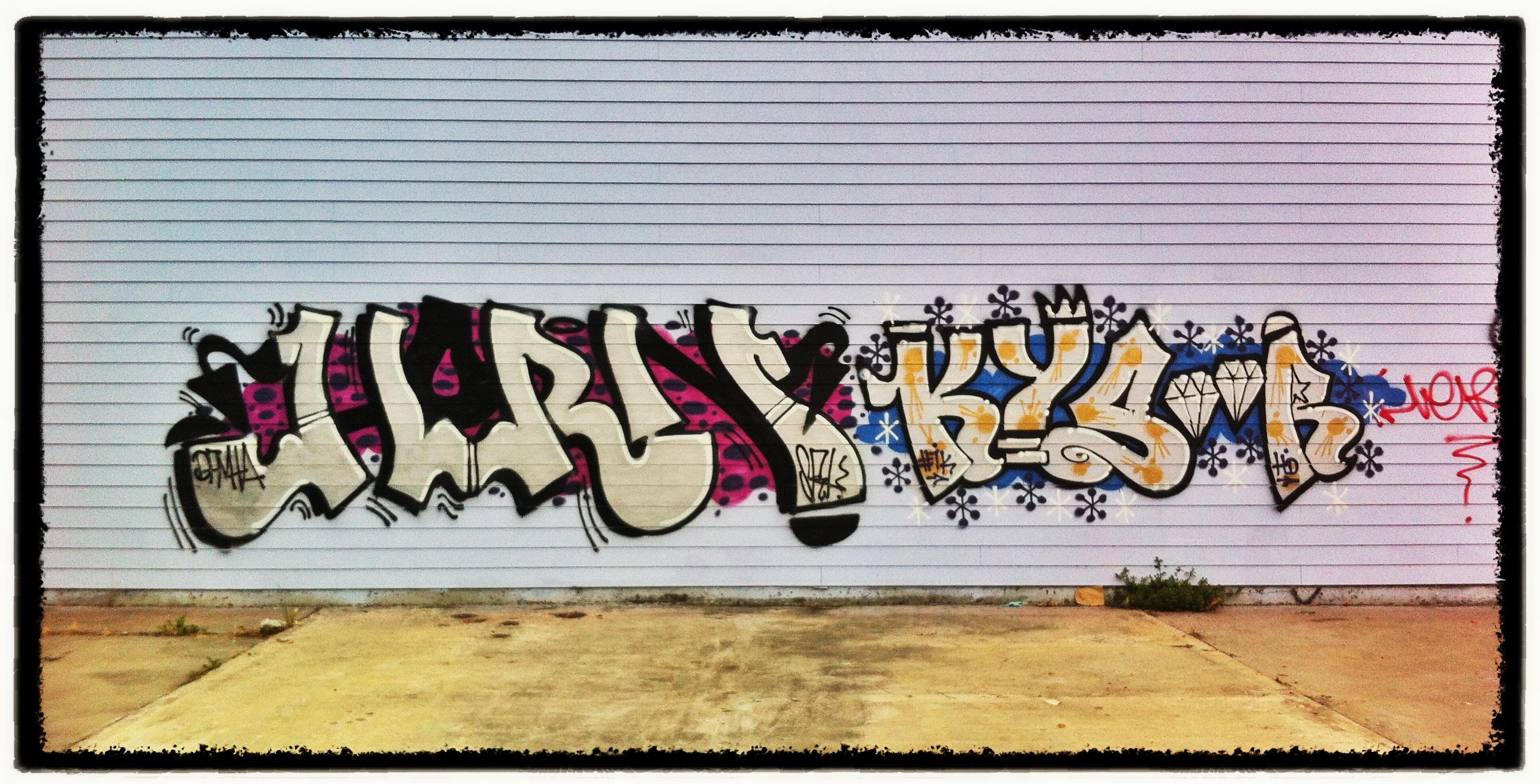 Sfondi corna graffiti arte di strada murale arte la for Immagini graffiti hd