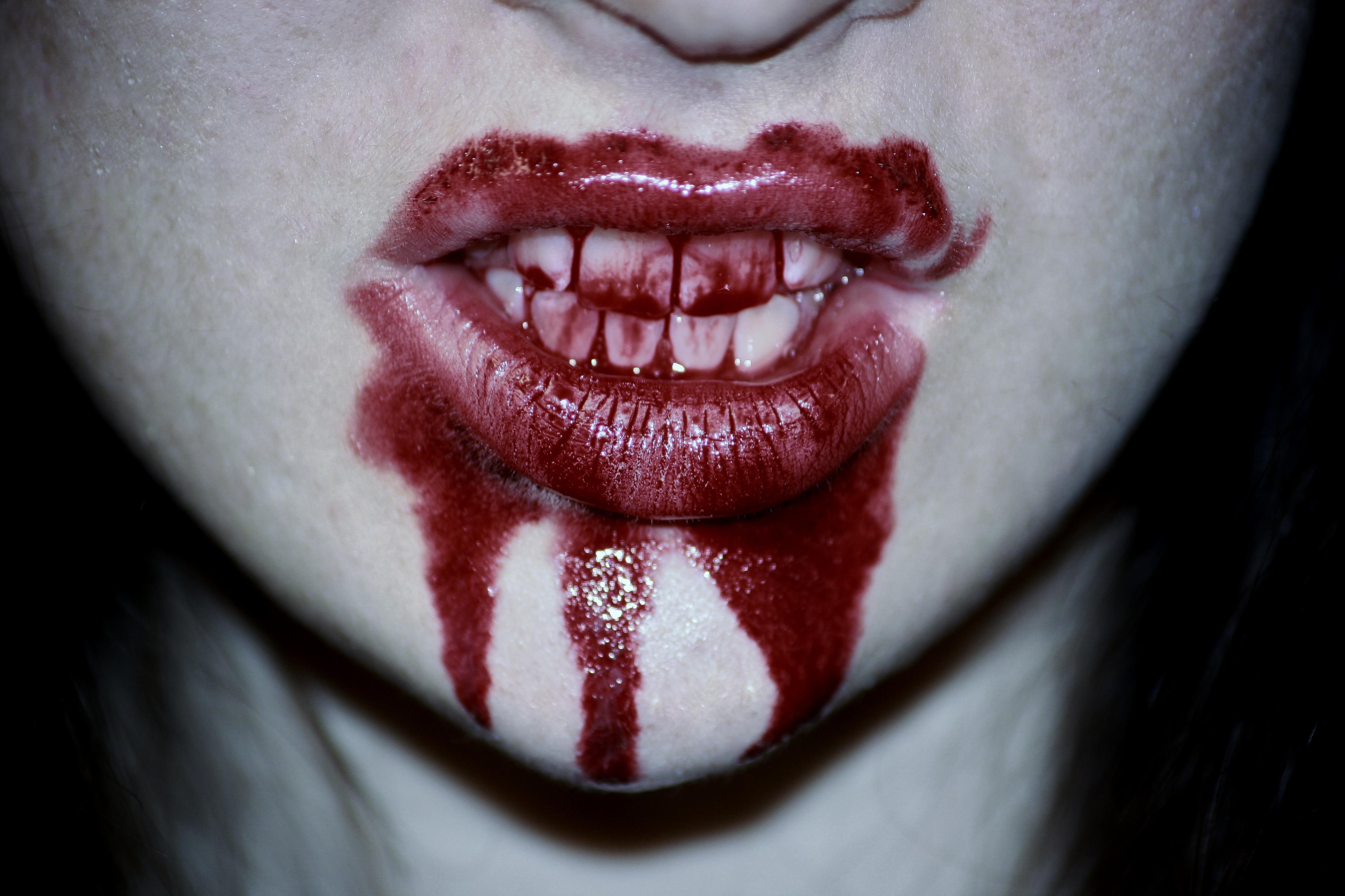 Картинка кровавая улыбка