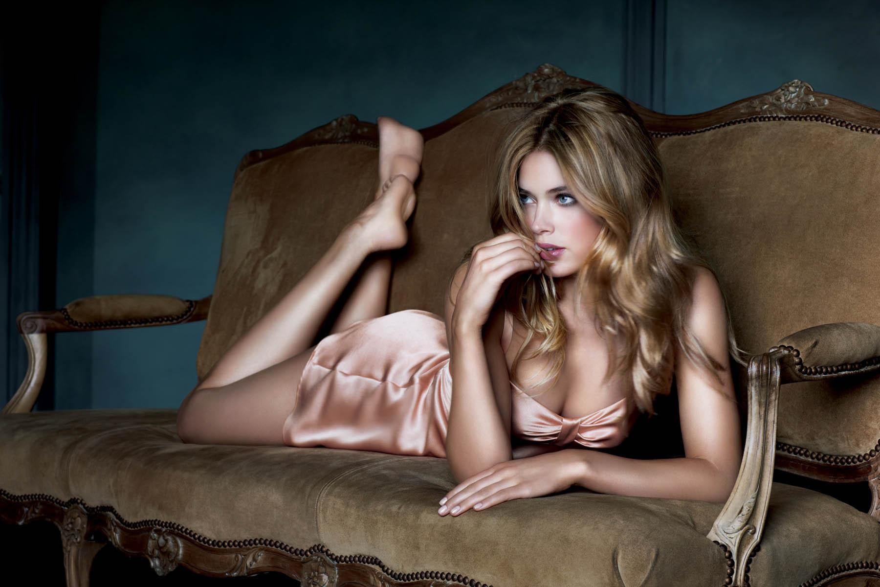 Hottest Nude British Glamour Models