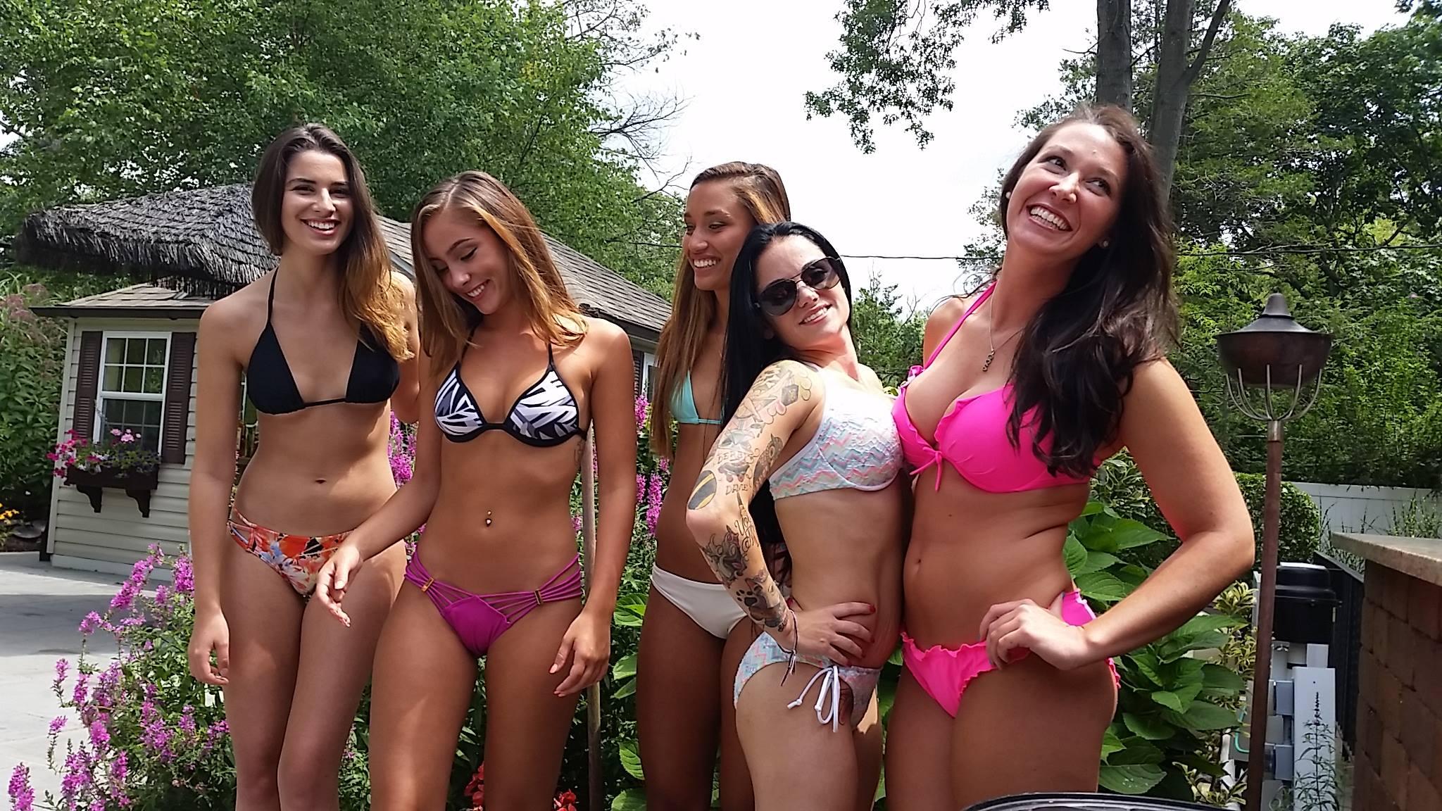 Babe bikini college
