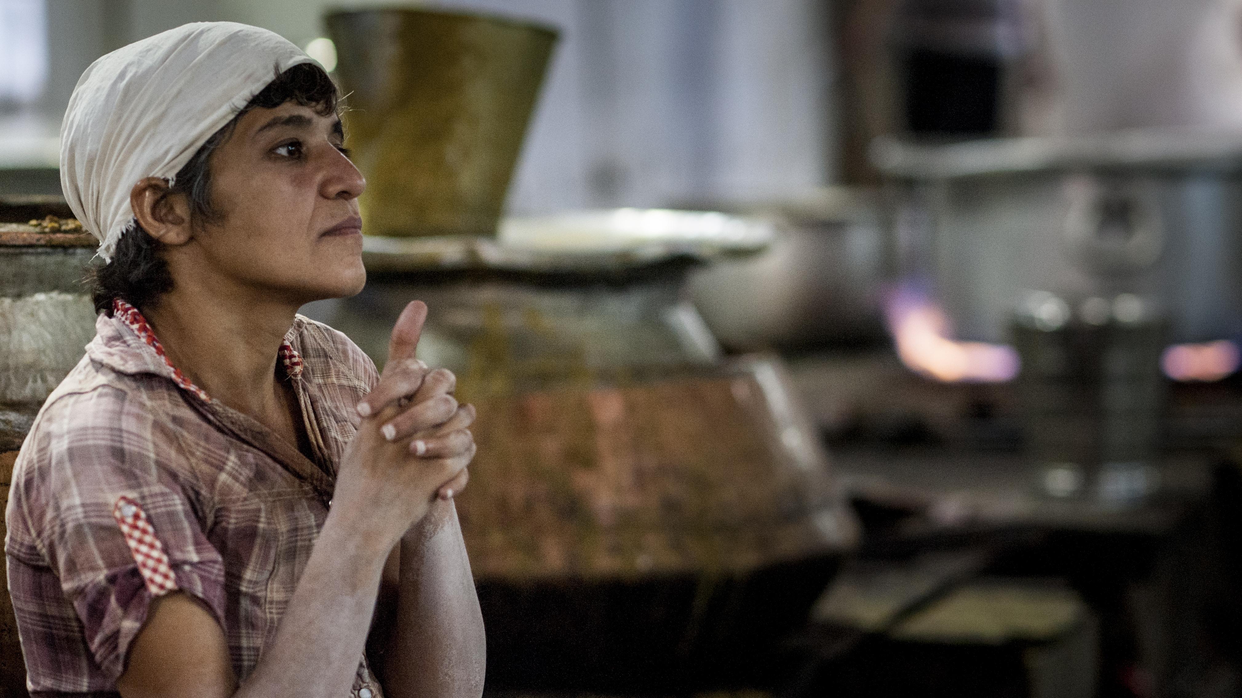 kitchen praying girl delhi sikh
