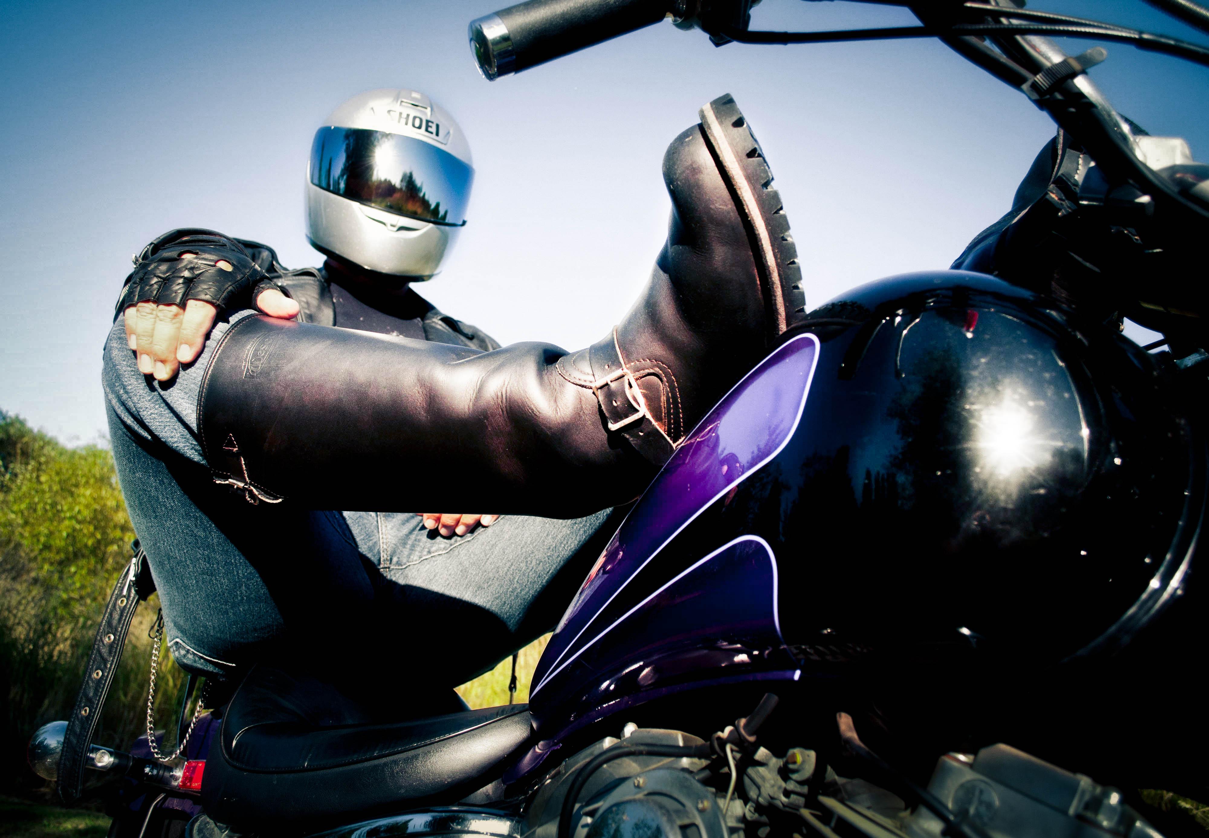 Картинки мотоциклиста в шлеме