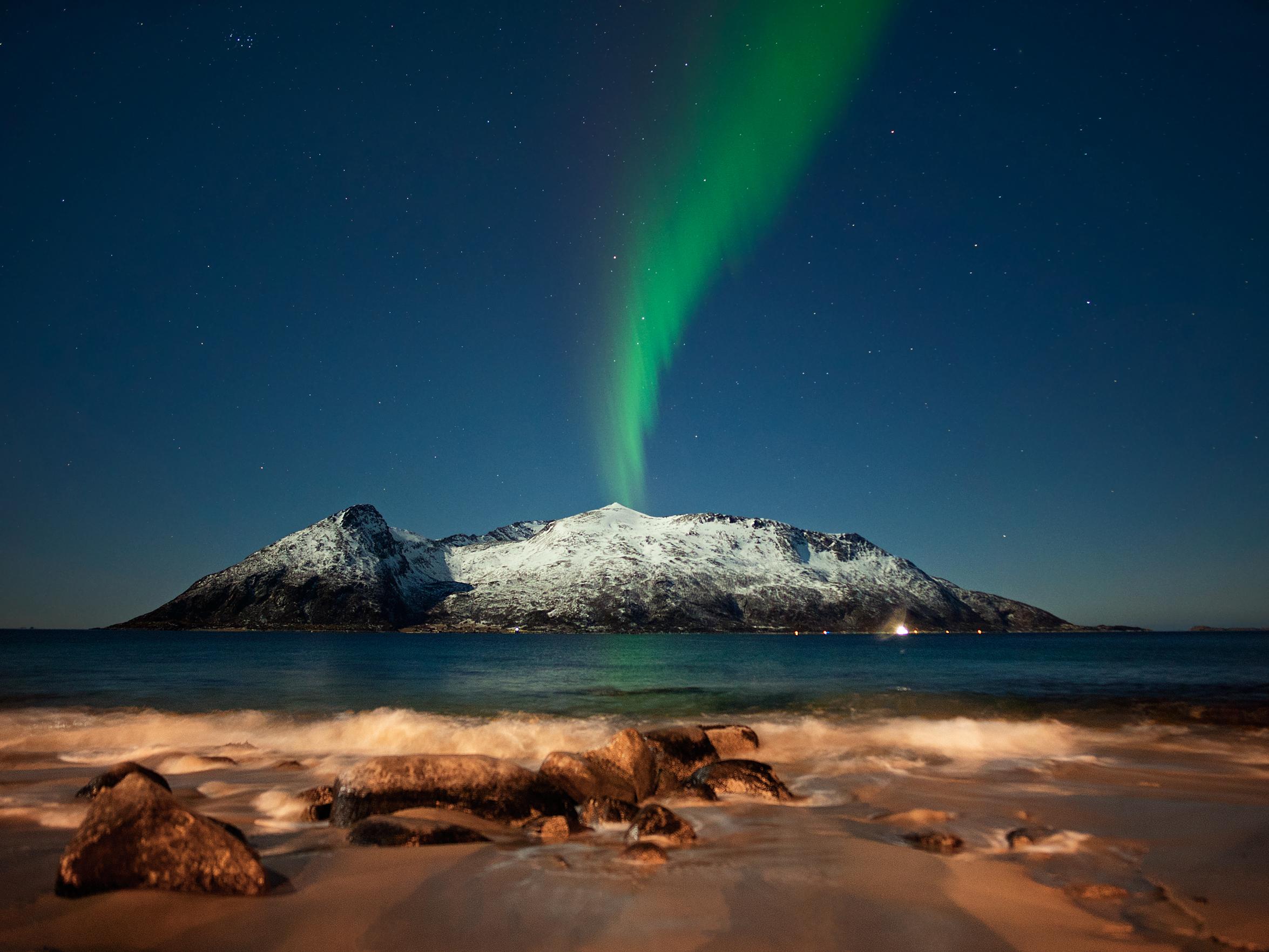 Wallpaper Landscape Lights Sea Night Galaxy Water Sand Red Sky Snow Winter Stars Beach Moon Green Norway Waves Volcano Horizon