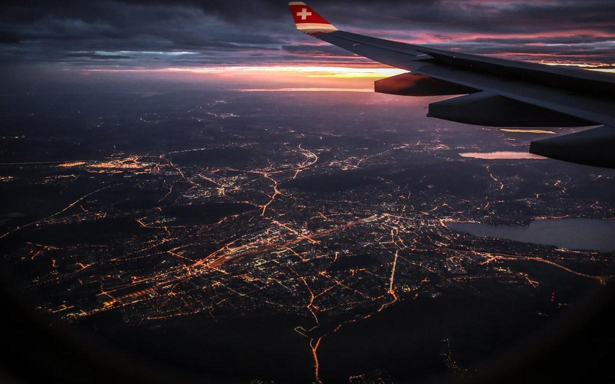 сохранить фото ночного города из самолета заводила всё новые
