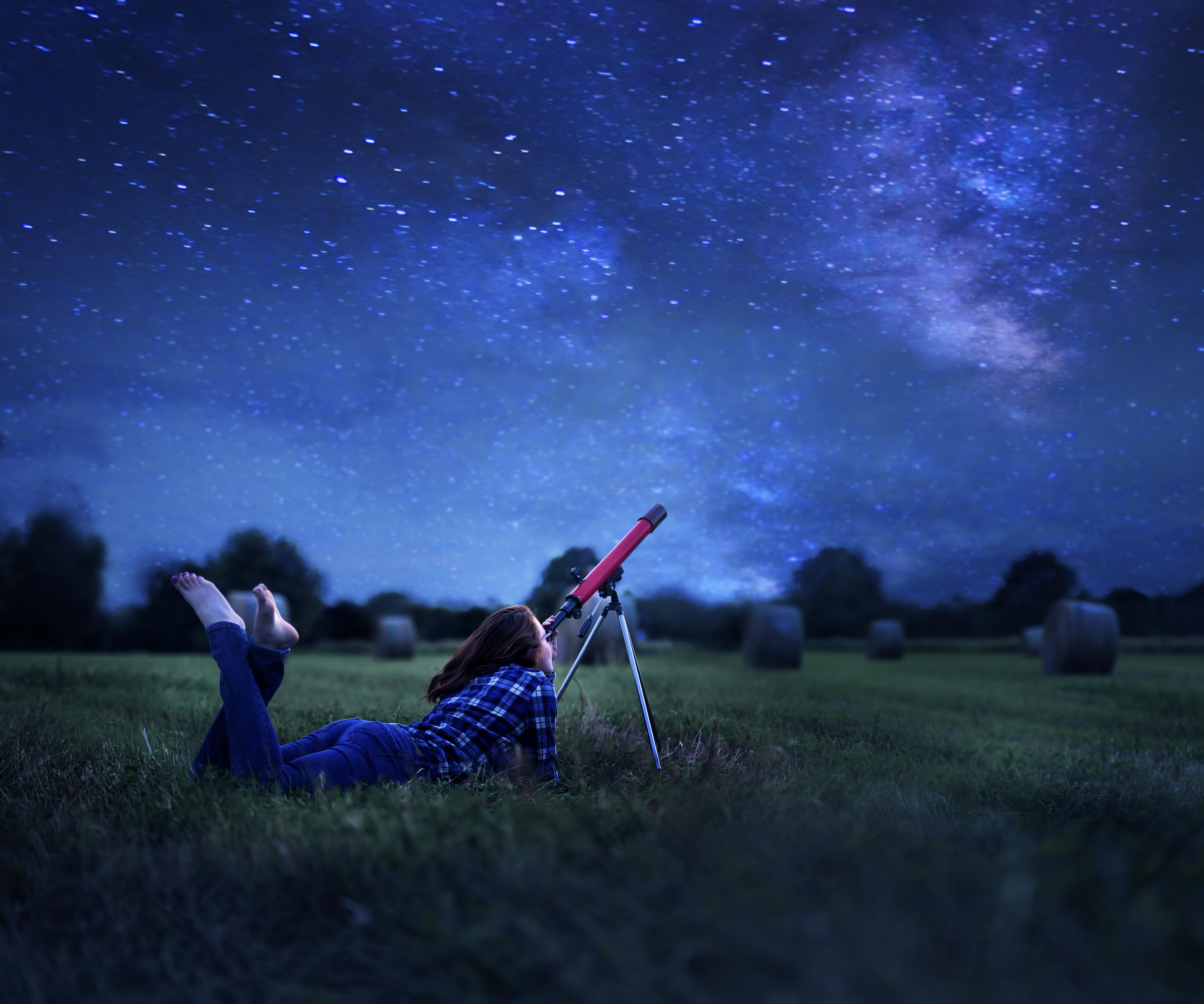 стрельба, смотрят на звезды лежа в траве фото звезда нередко используется