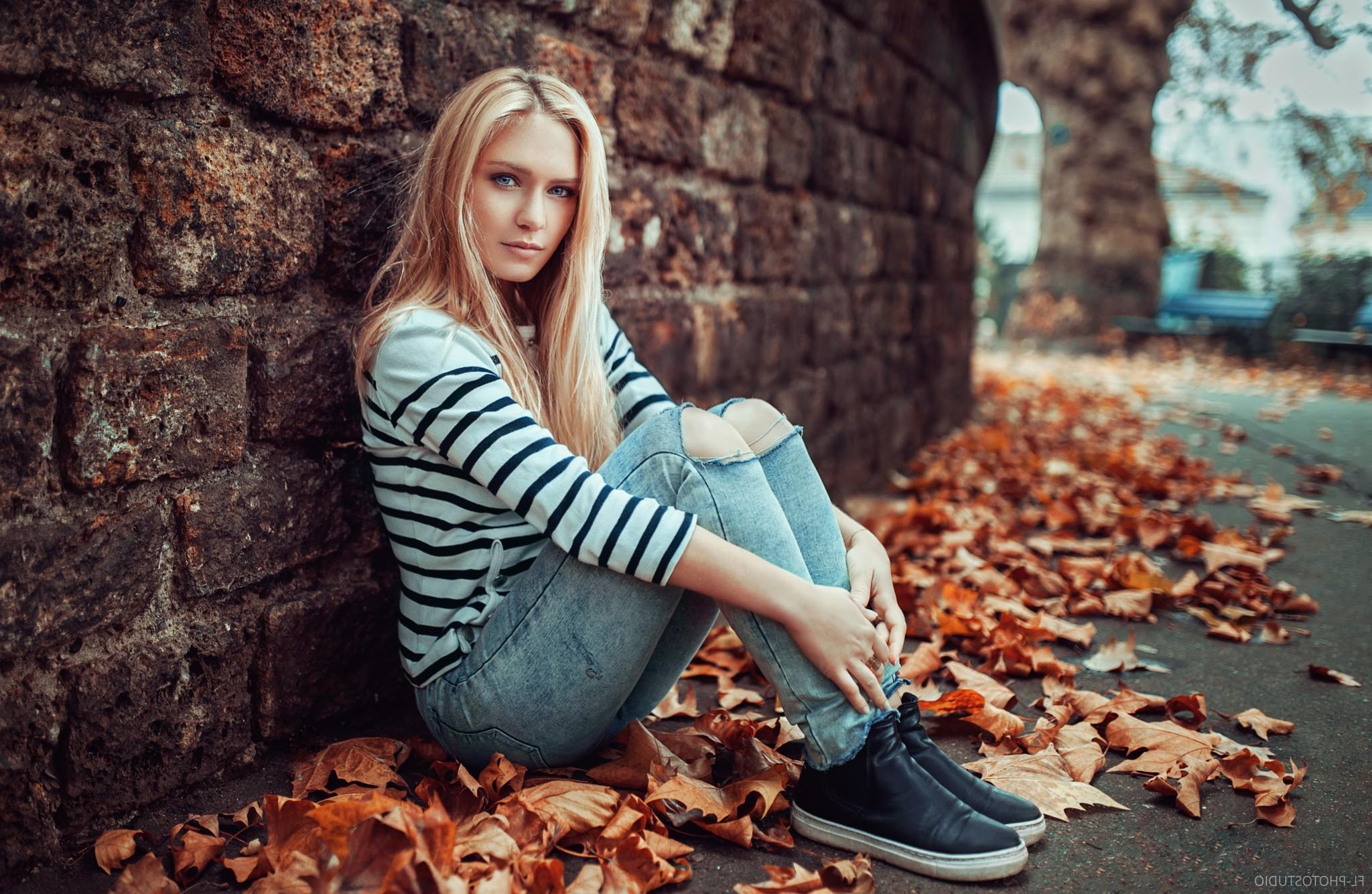 Красивые картинки девушка сидящая