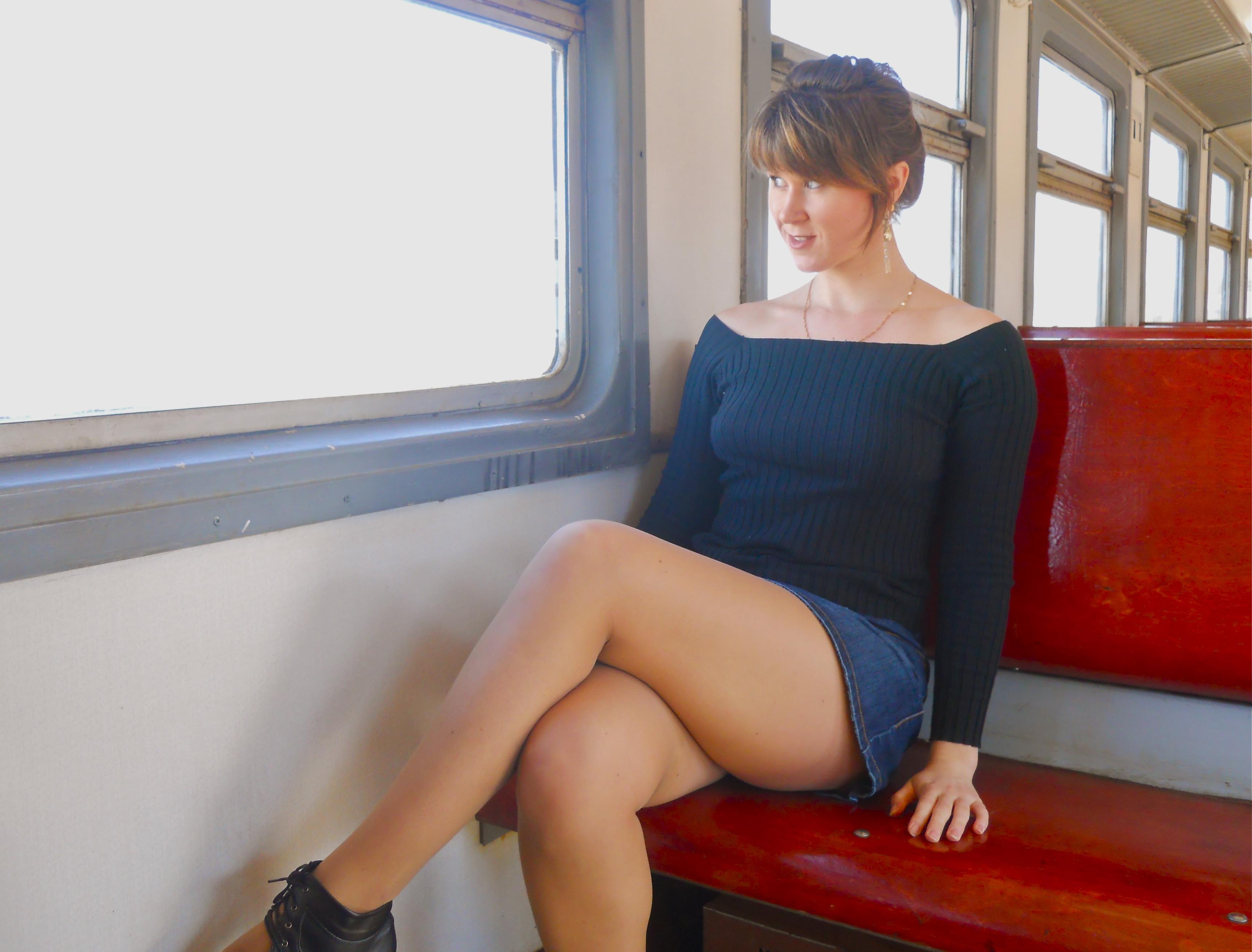 Legs voyeur