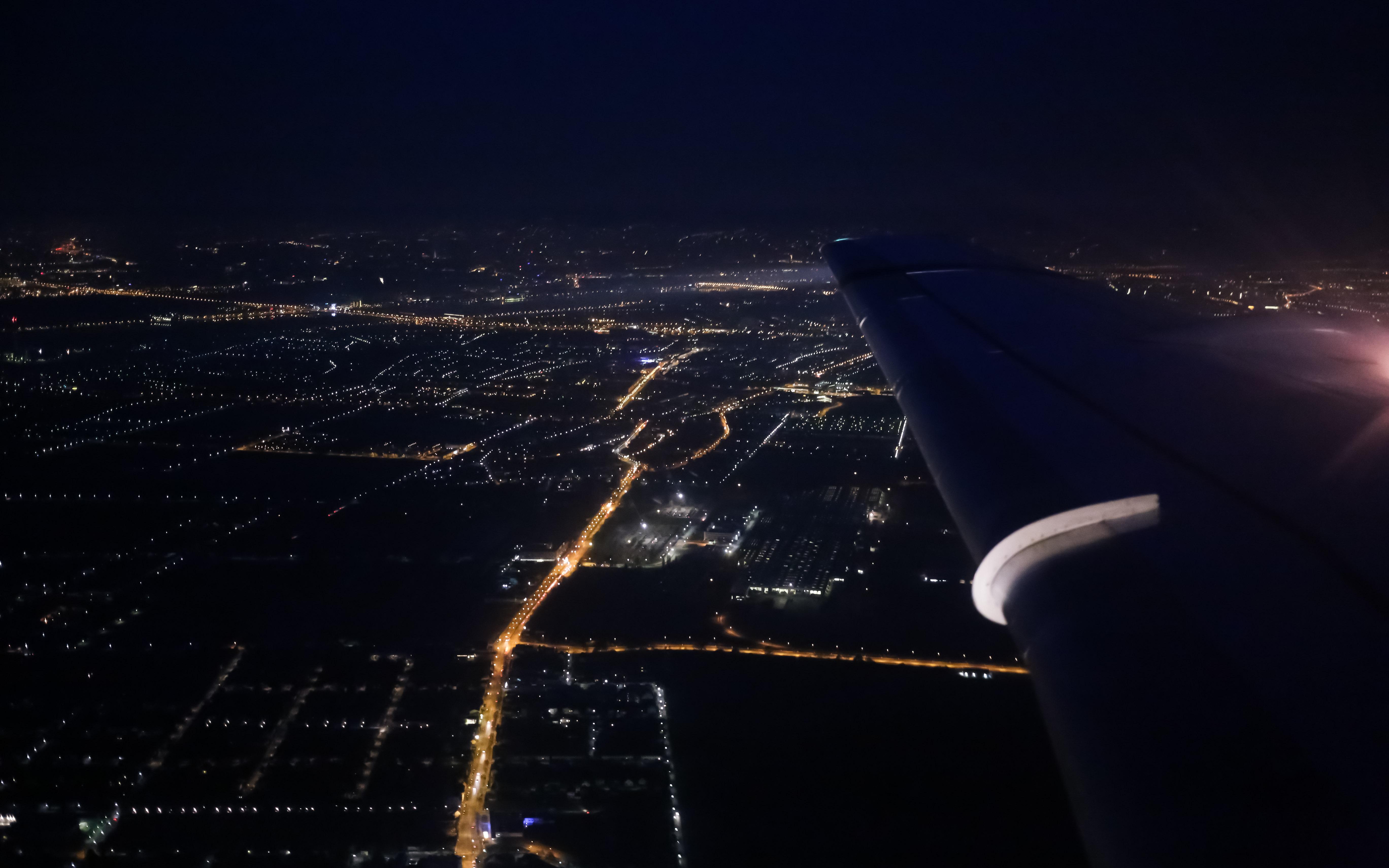 фото ночного города из самолета глазах