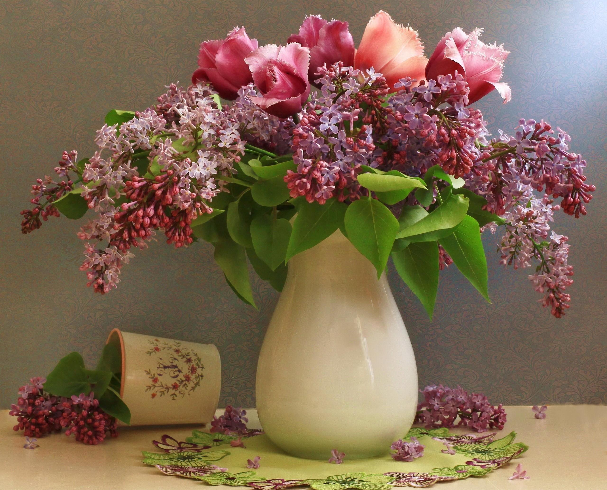 Hintergrundbilder : Flieder, Tulpen, Blume, Frühling, Vase