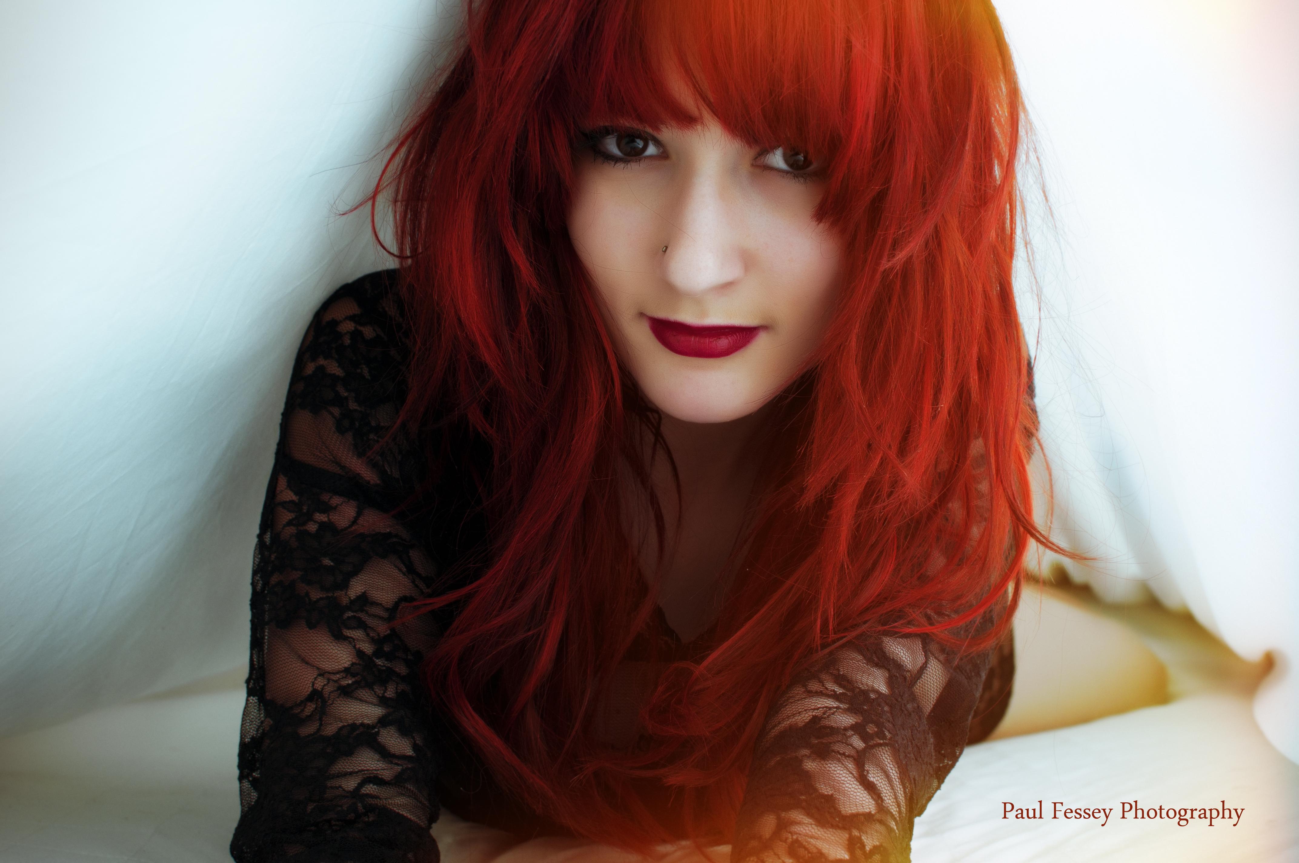Hintergrundbilder lange Haare Bett Fotografie schwarzes Haar