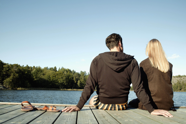 Двое фото вид сзади мужчины и женщины