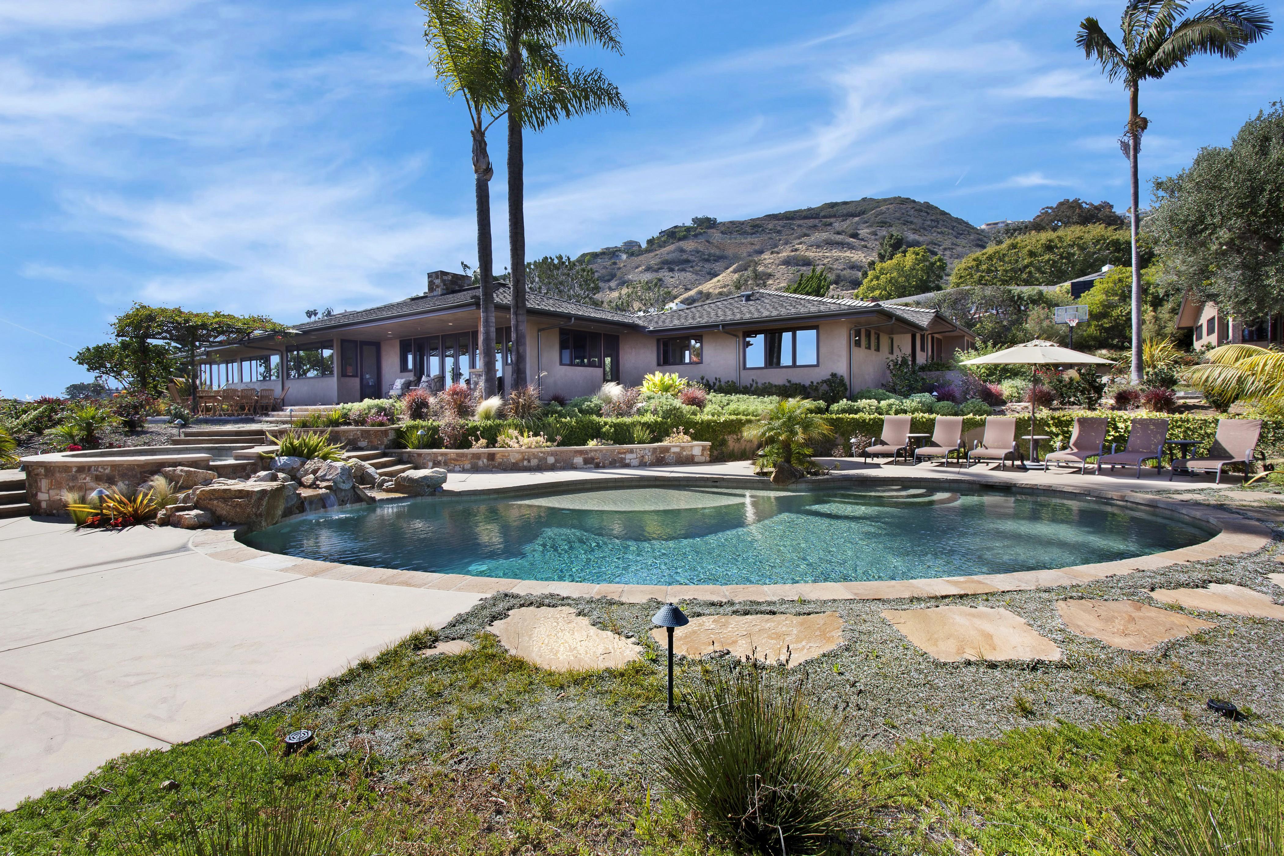 9f7a38a35250f Mansiones casa palmeras Pueblos piscina Piedras Estados Unidos Nubes cielo