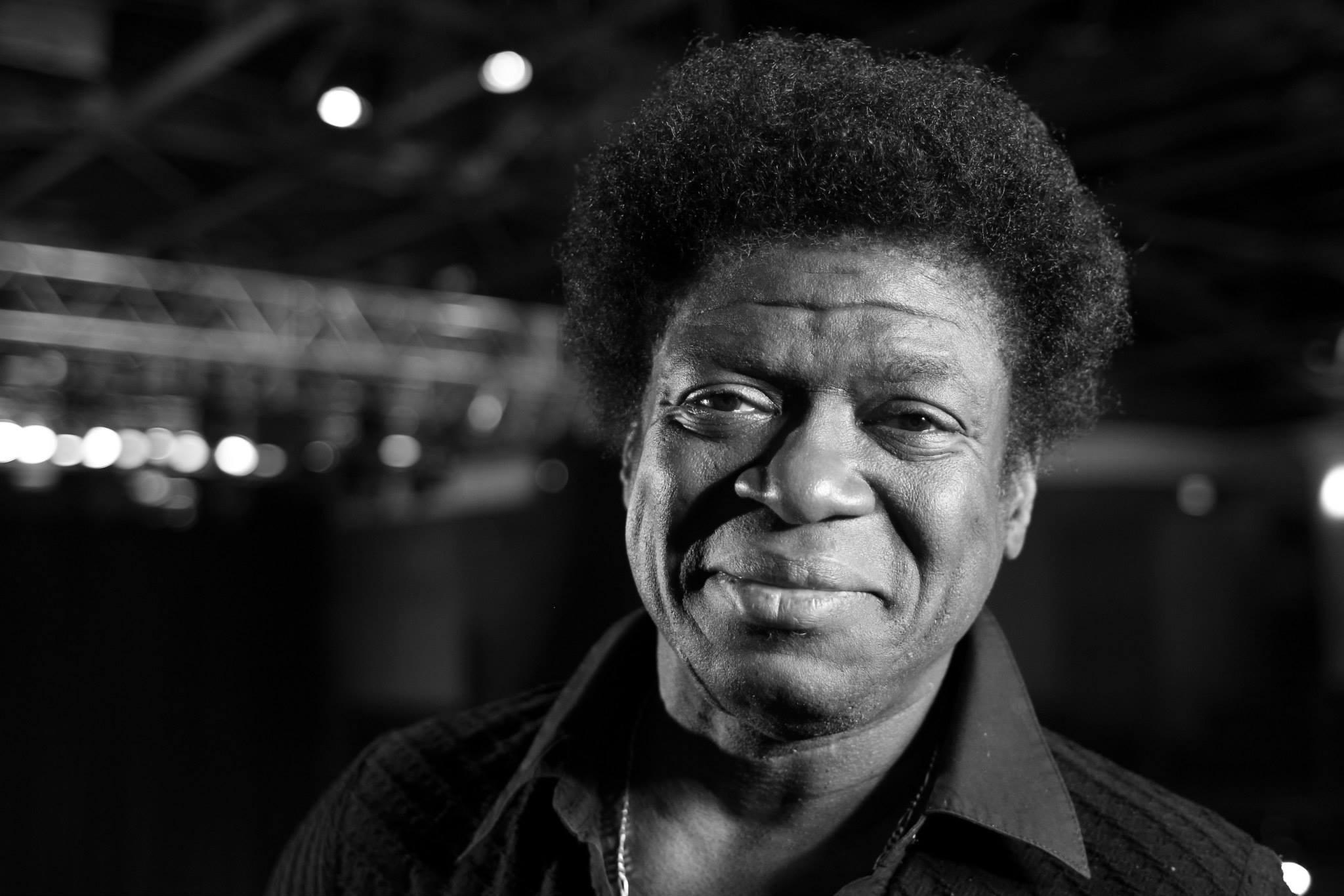 Filme Africano for papel de parede : homens, monocromático, olhando para o espectador
