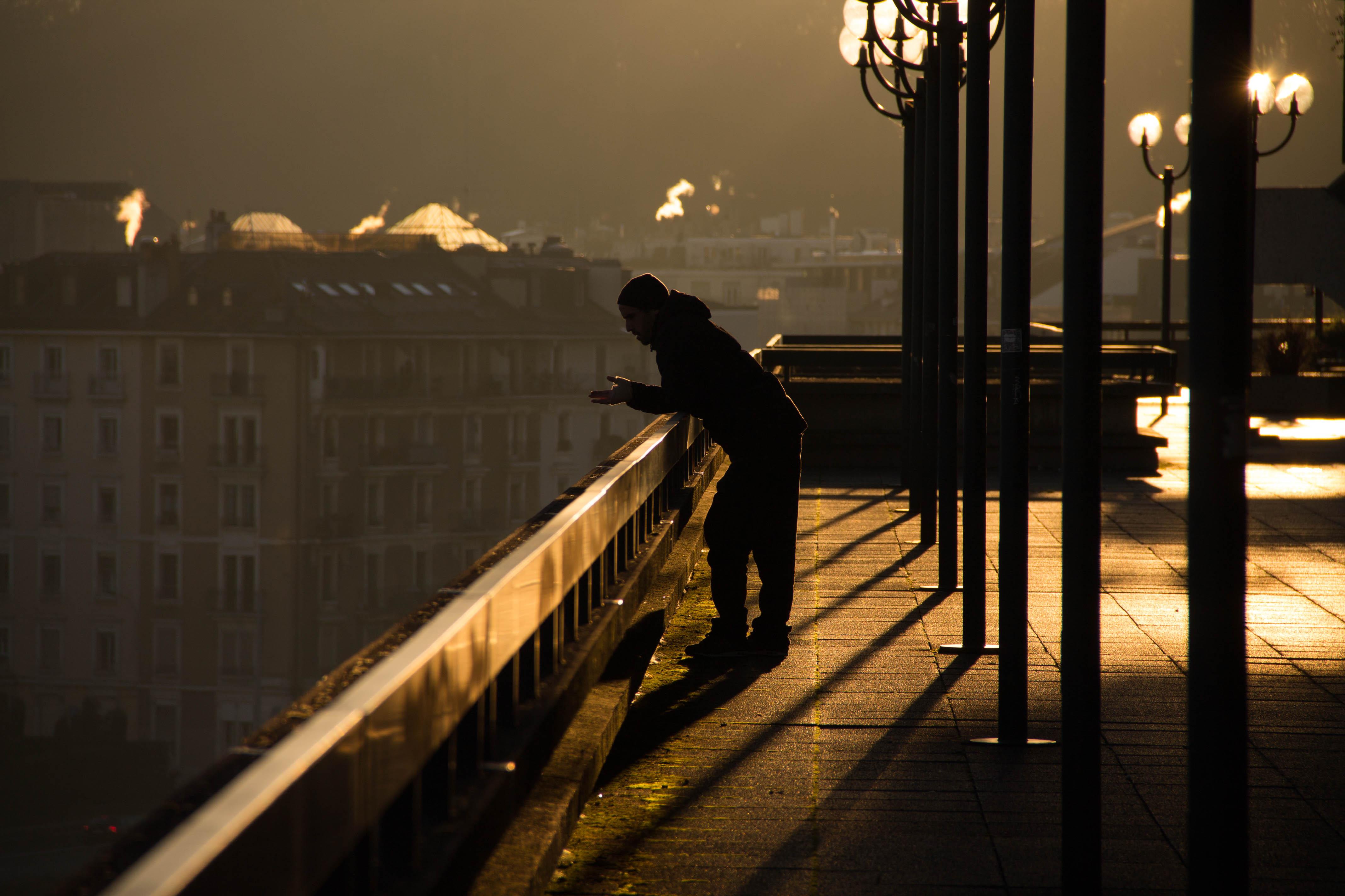 Картинки одинокий мужчина ночью