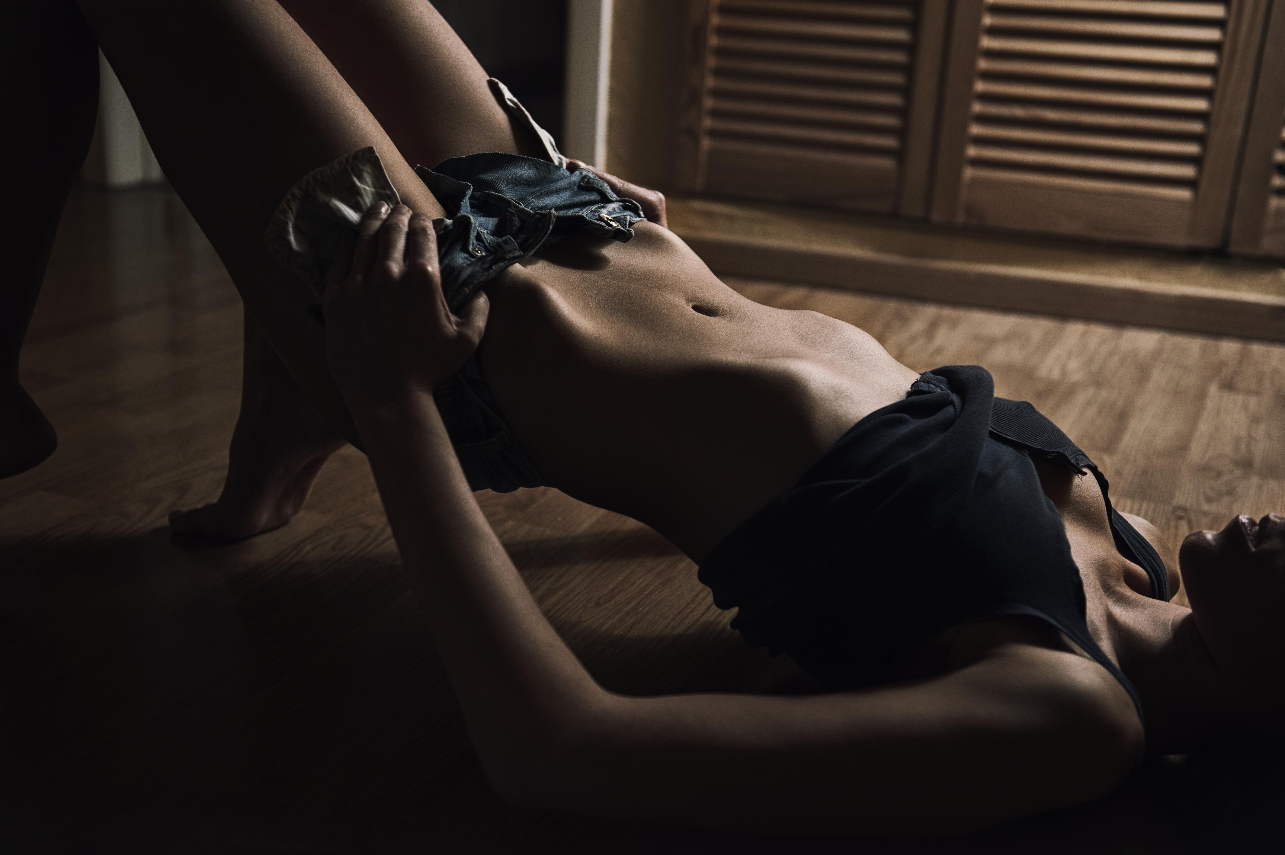 Seksikäs musta paksu alasti tissit-5675