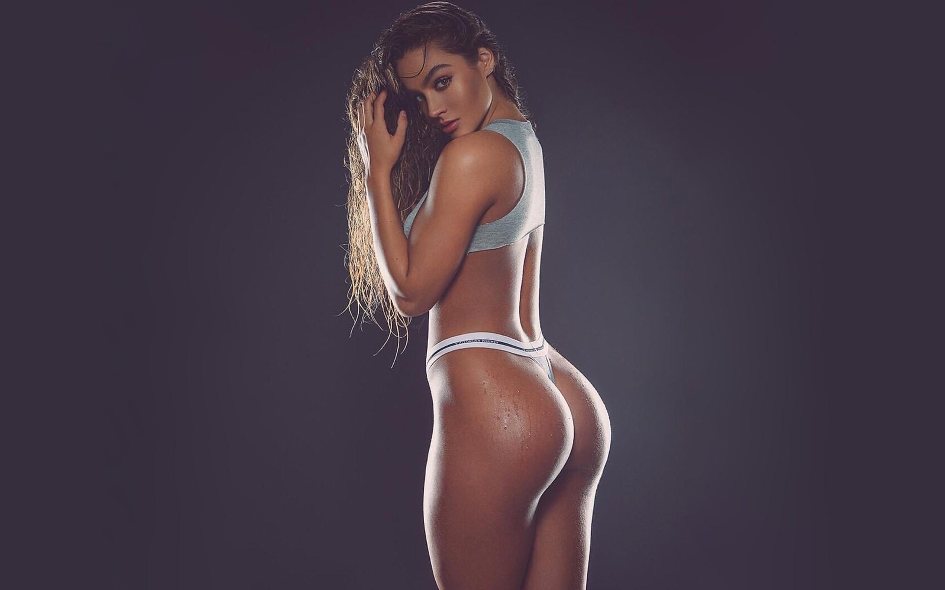 amateur girl athlete naked