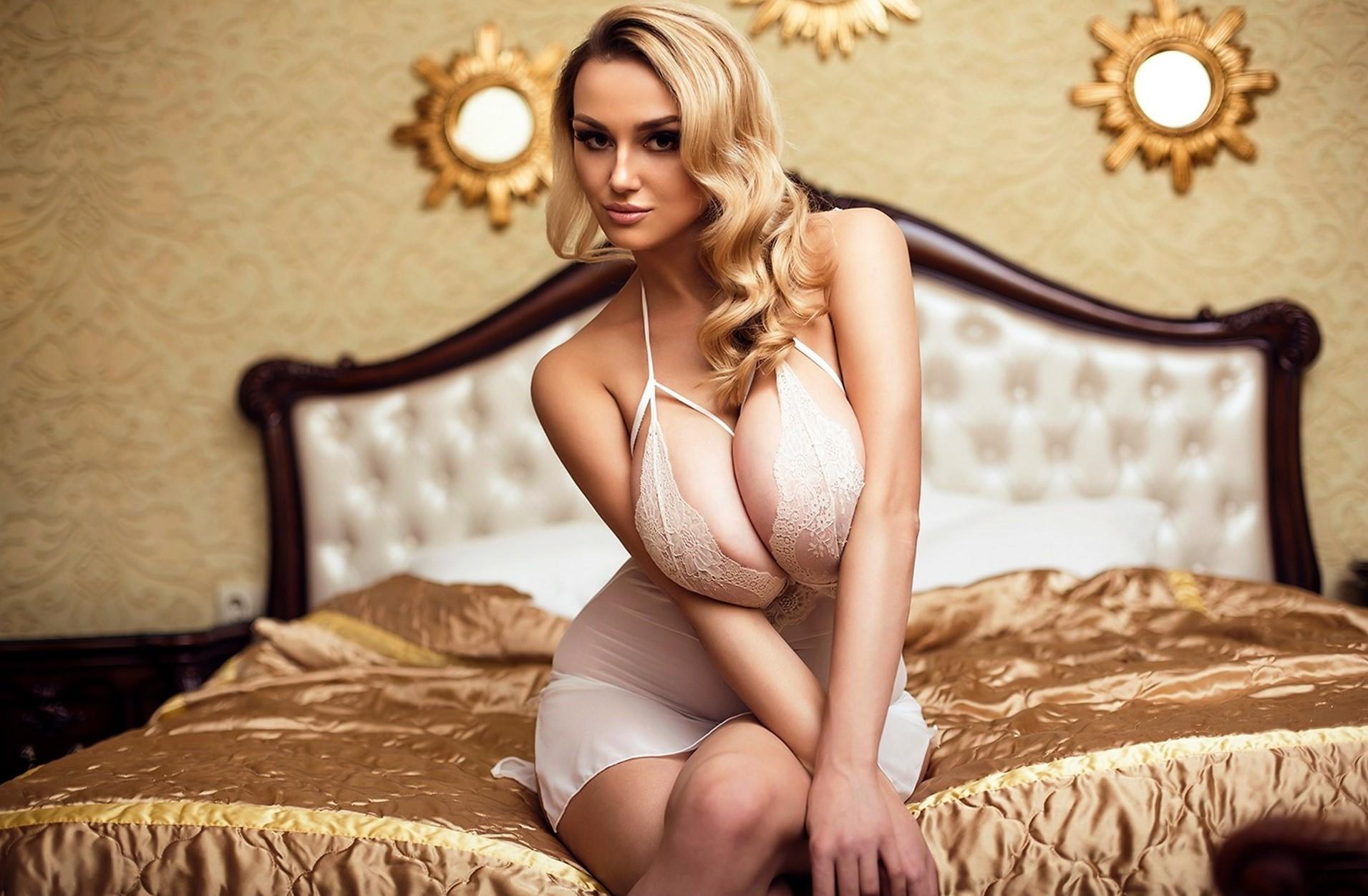 seks-s-devushkoy-s-bolshoy-grudyu-onlayn