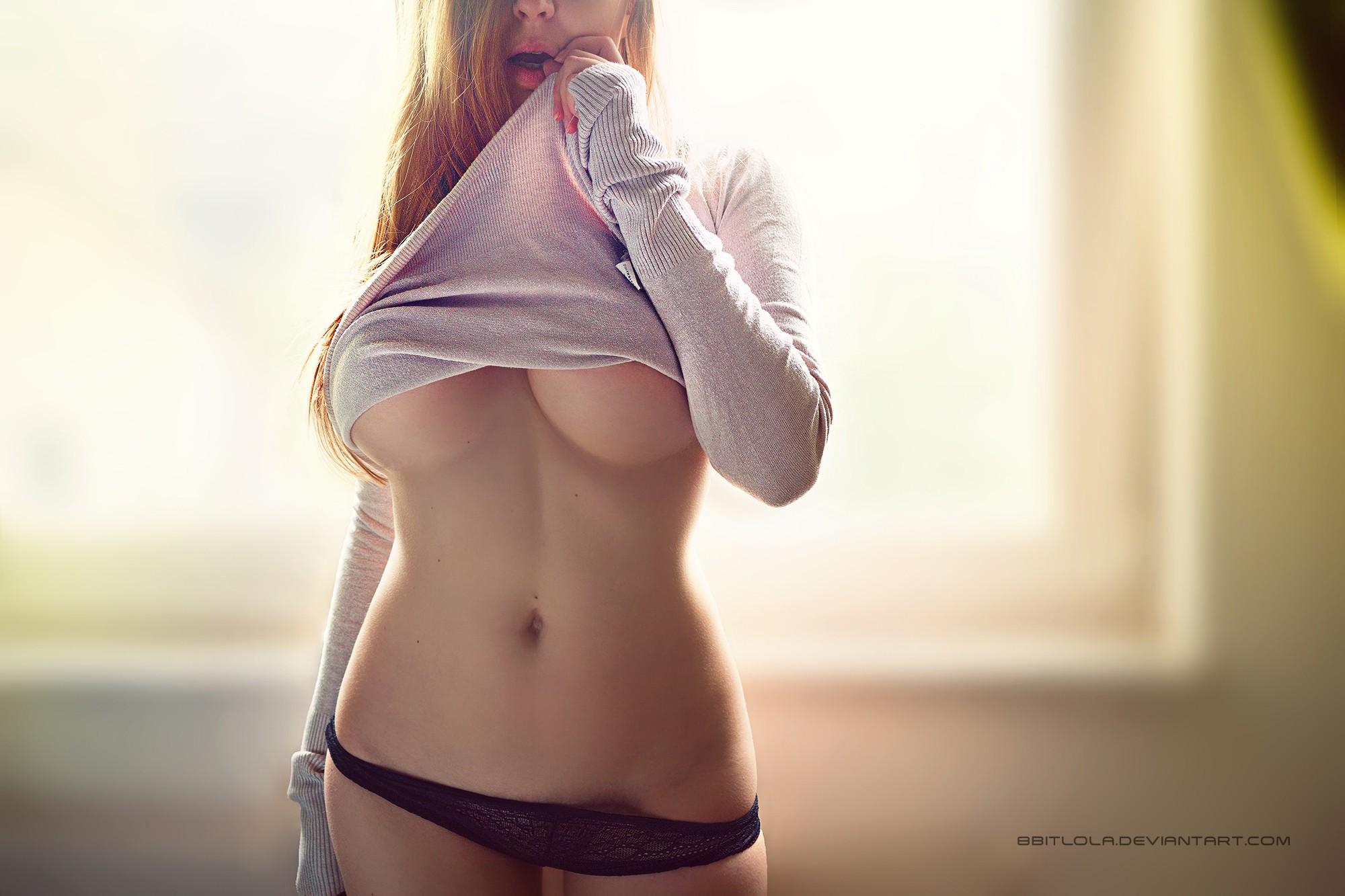 Женщины девушки без лифчика