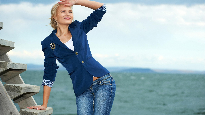 13e9844cd3eac Model sarışın Fotoğraf elbise kot mavi ceket pantolon Bahar Kişi Giyim Talia  Kiraz 3000x1688 piksel Portre