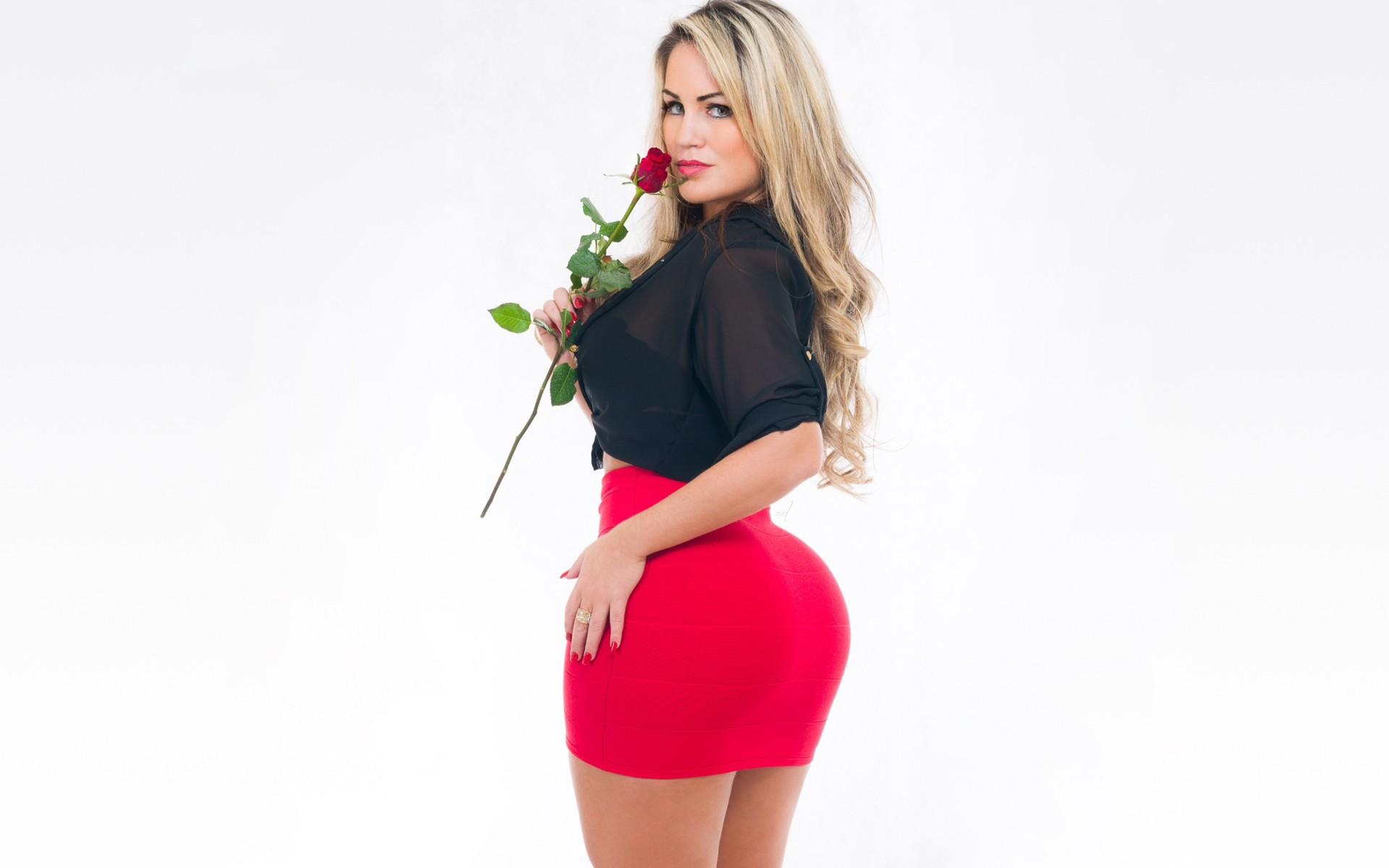 Hintergrundbilder : Modell-, blond, Einfacher hintergrund, Arsch ...