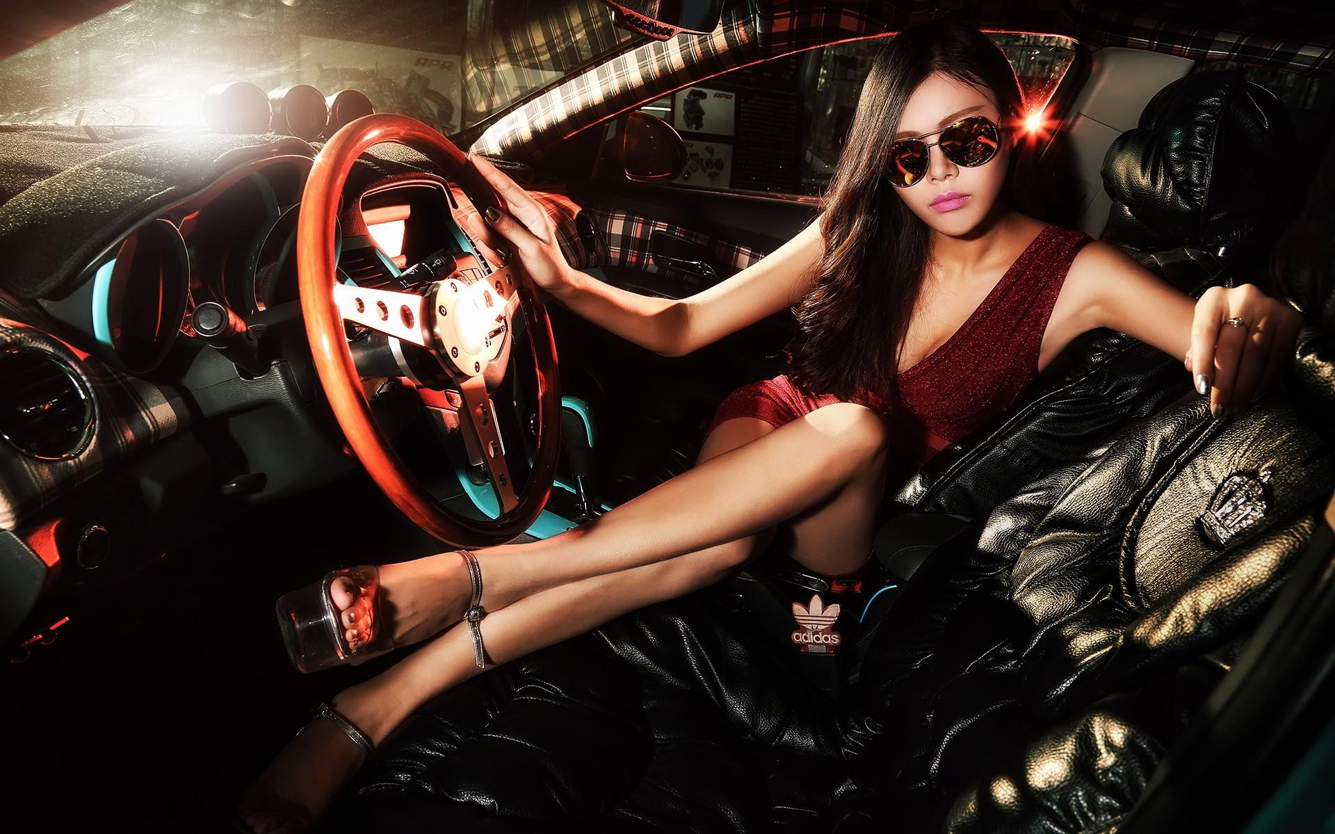 Фото профессиональные девушек возле машиной — 8