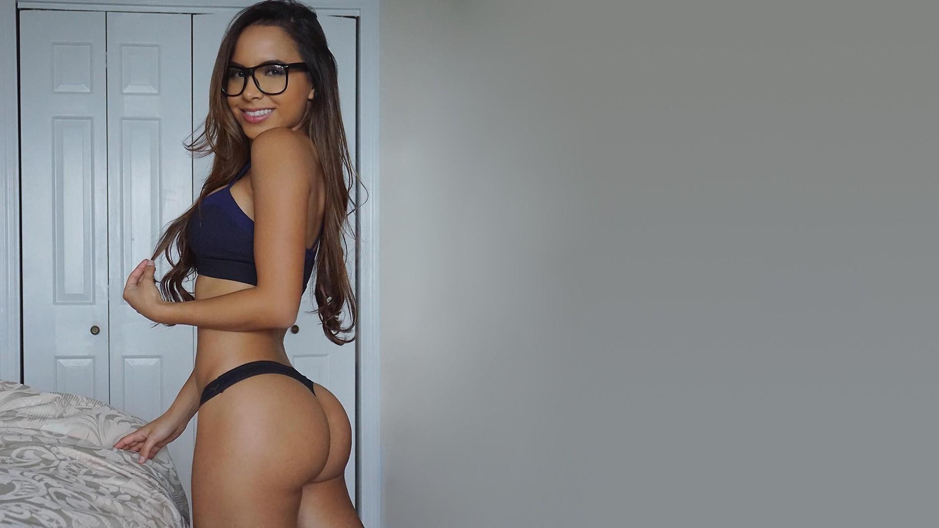 Большие попы в очках, толстые зрелые женщины зажигают порно