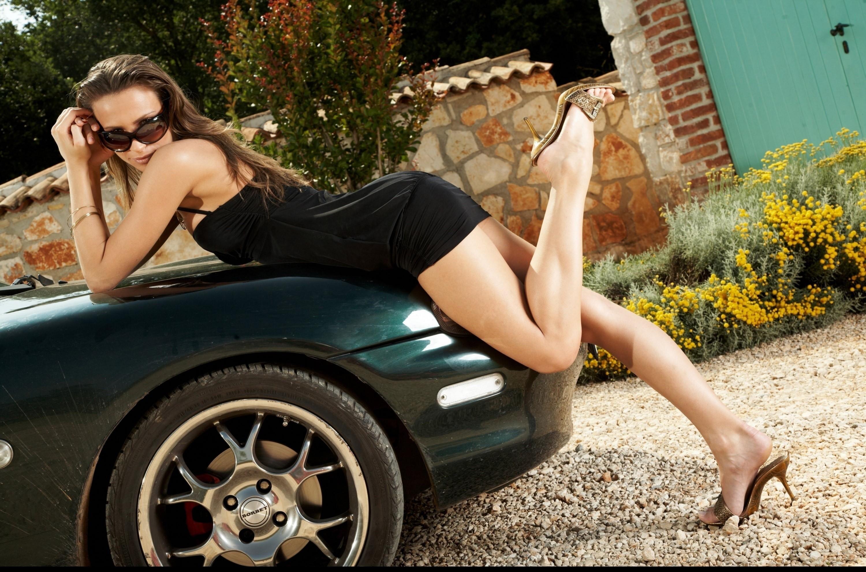 Hot Cars & Hot Girls at Miami Dub Crazy Custom Tuning Auto.