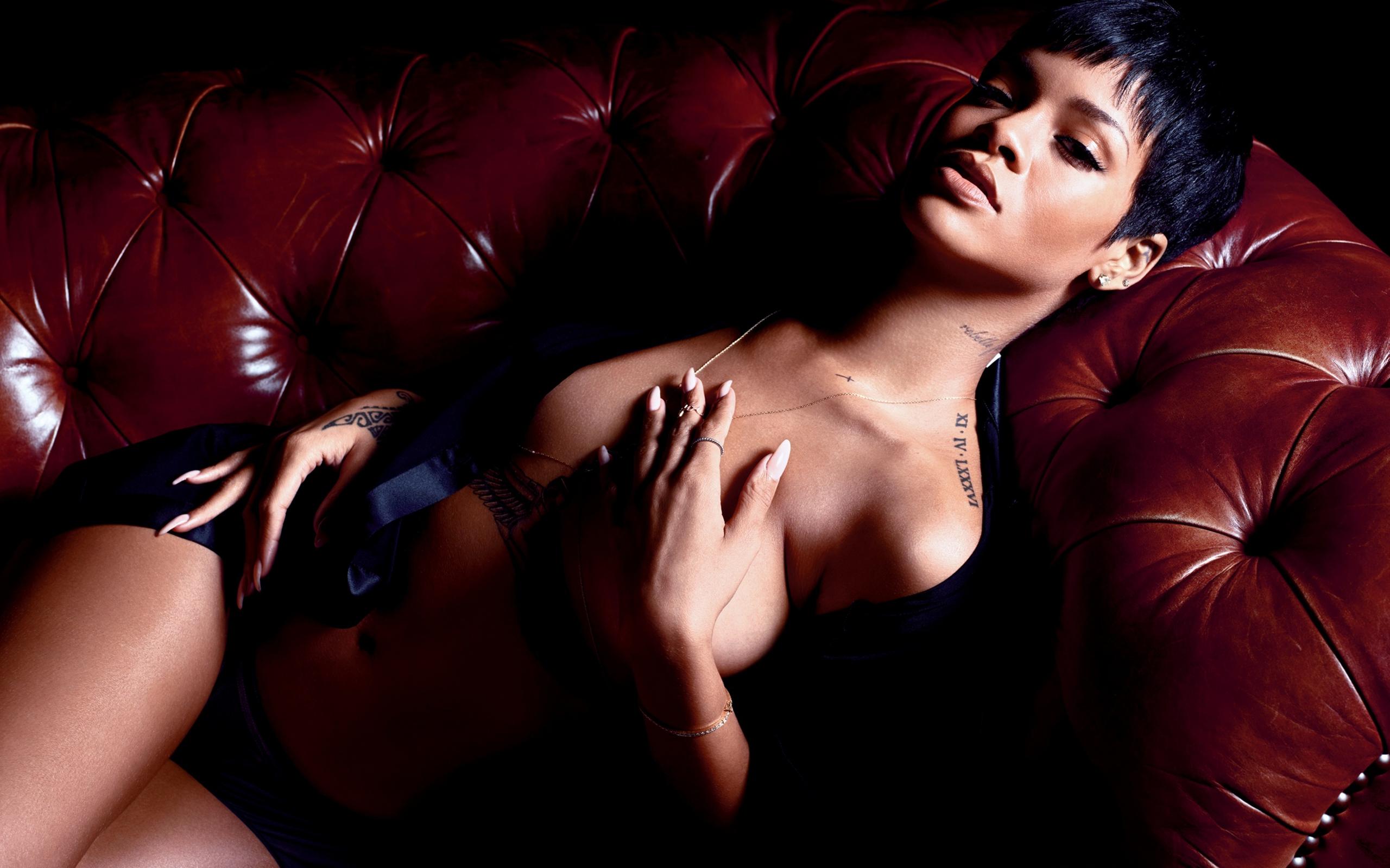 Rihanna Strips Completely Naked For Gq Magazine