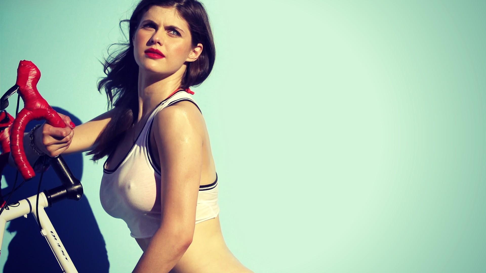 Hot sexy naked girls upskirt